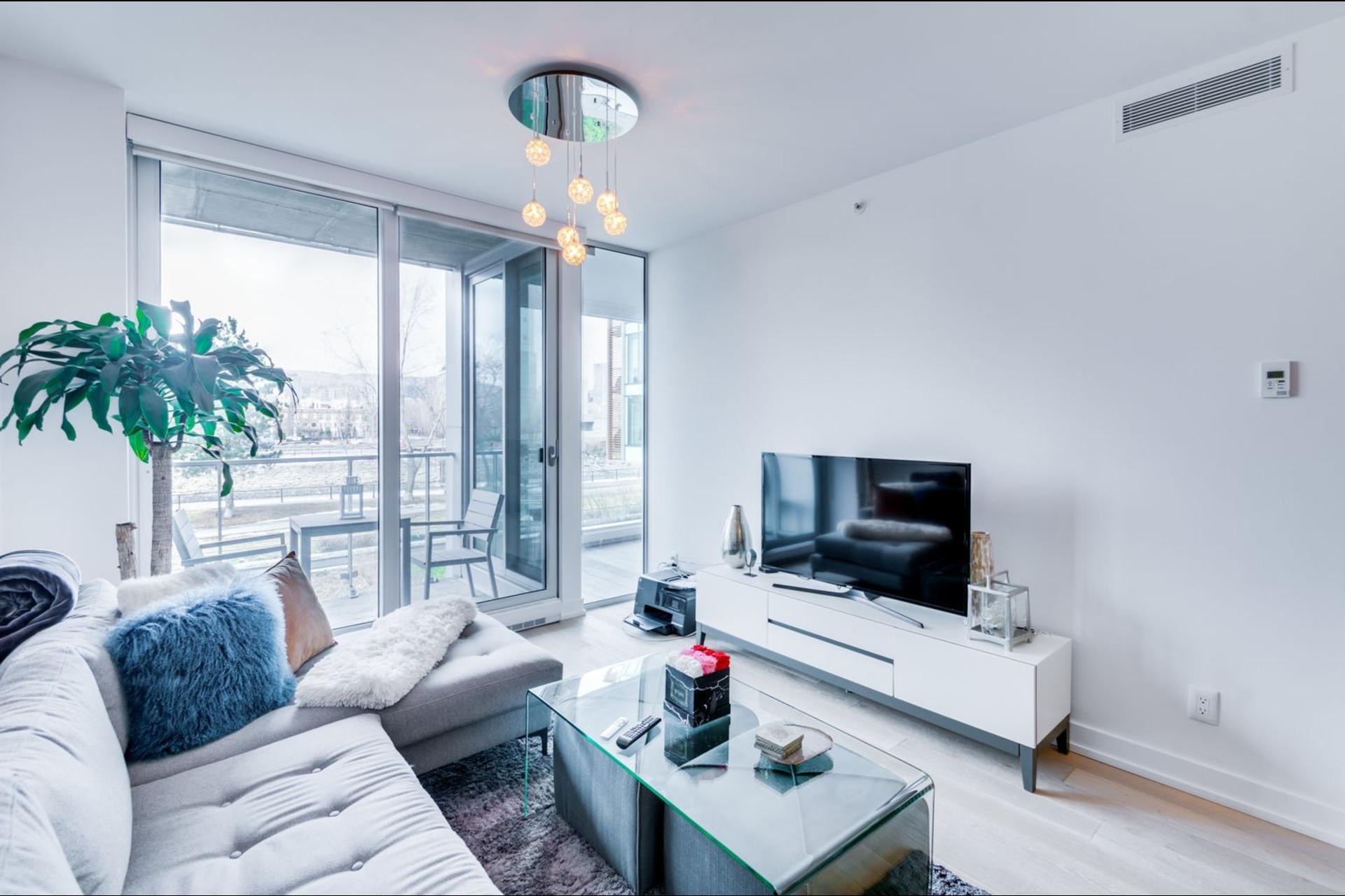 image 2 - Appartement À louer Le Sud-Ouest Montréal  - 3 pièces