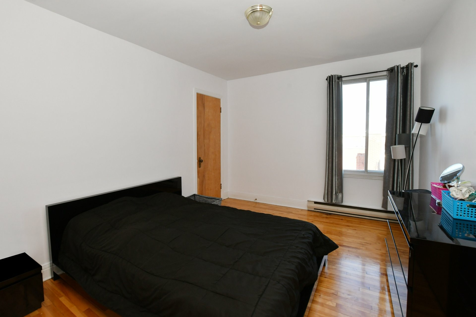 image 5 - Income property For sale Villeray/Saint-Michel/Parc-Extension Montréal  - 4 rooms