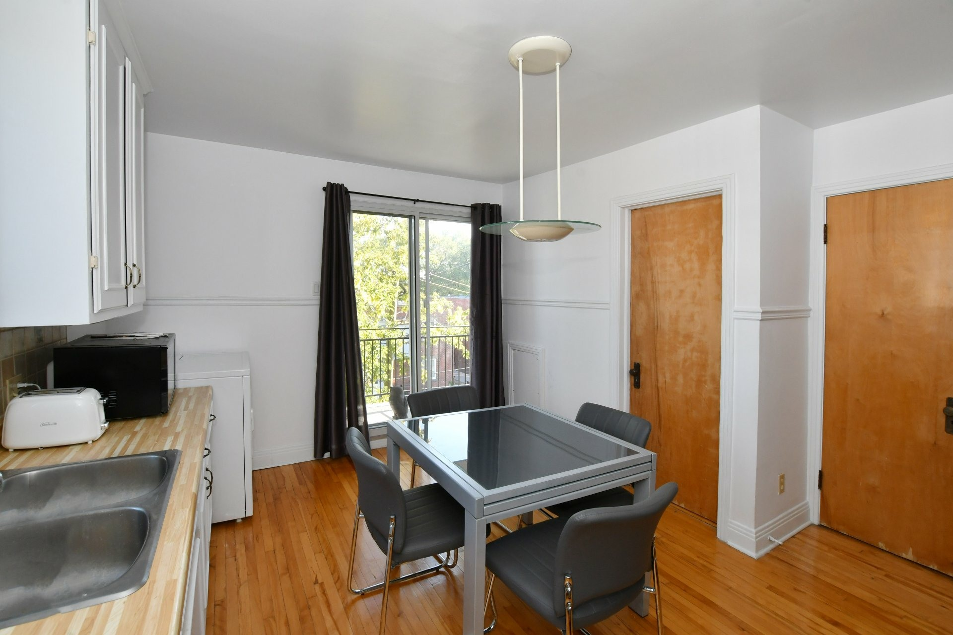 image 4 - Income property For sale Villeray/Saint-Michel/Parc-Extension Montréal  - 4 rooms