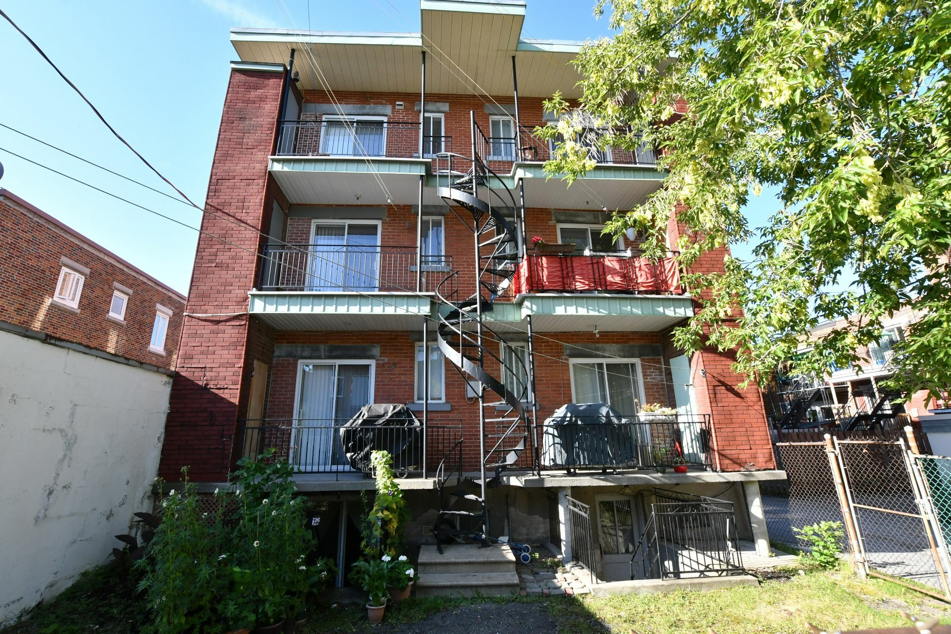 image 10 - Income property For sale Villeray/Saint-Michel/Parc-Extension Montréal  - 4 rooms