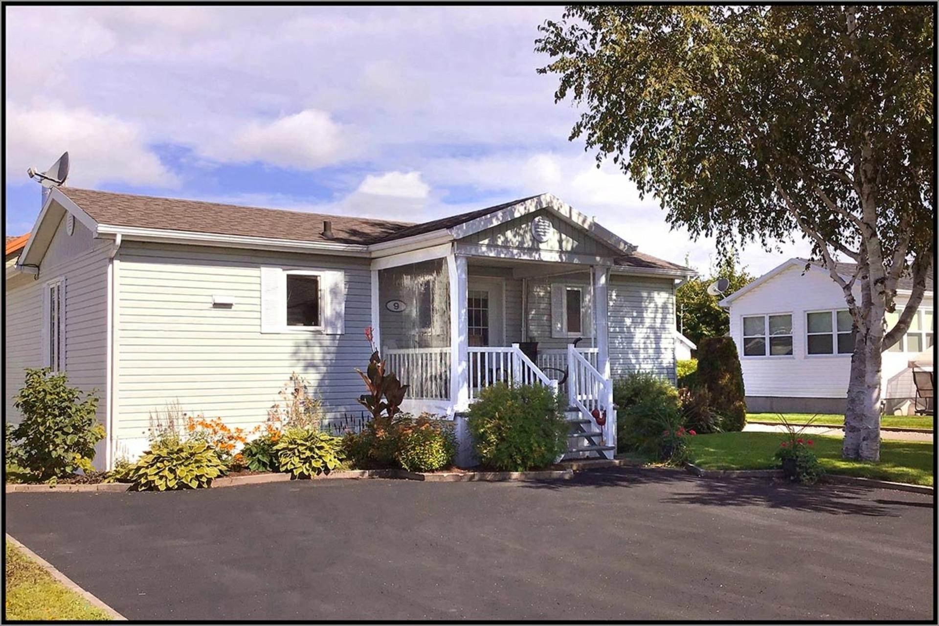 image 0 - House For sale Fossambault-sur-le-Lac - 7 rooms