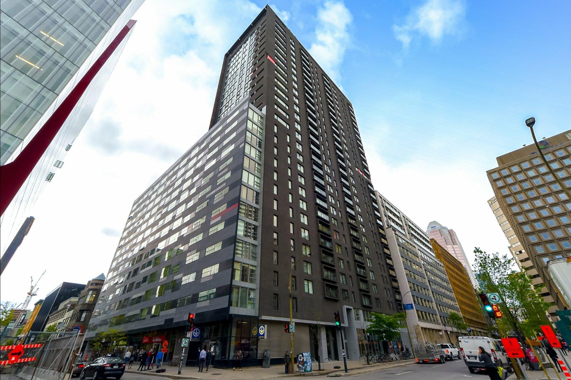 image 19 - Appartement À louer Ville-Marie Montréal  - 5 pièces