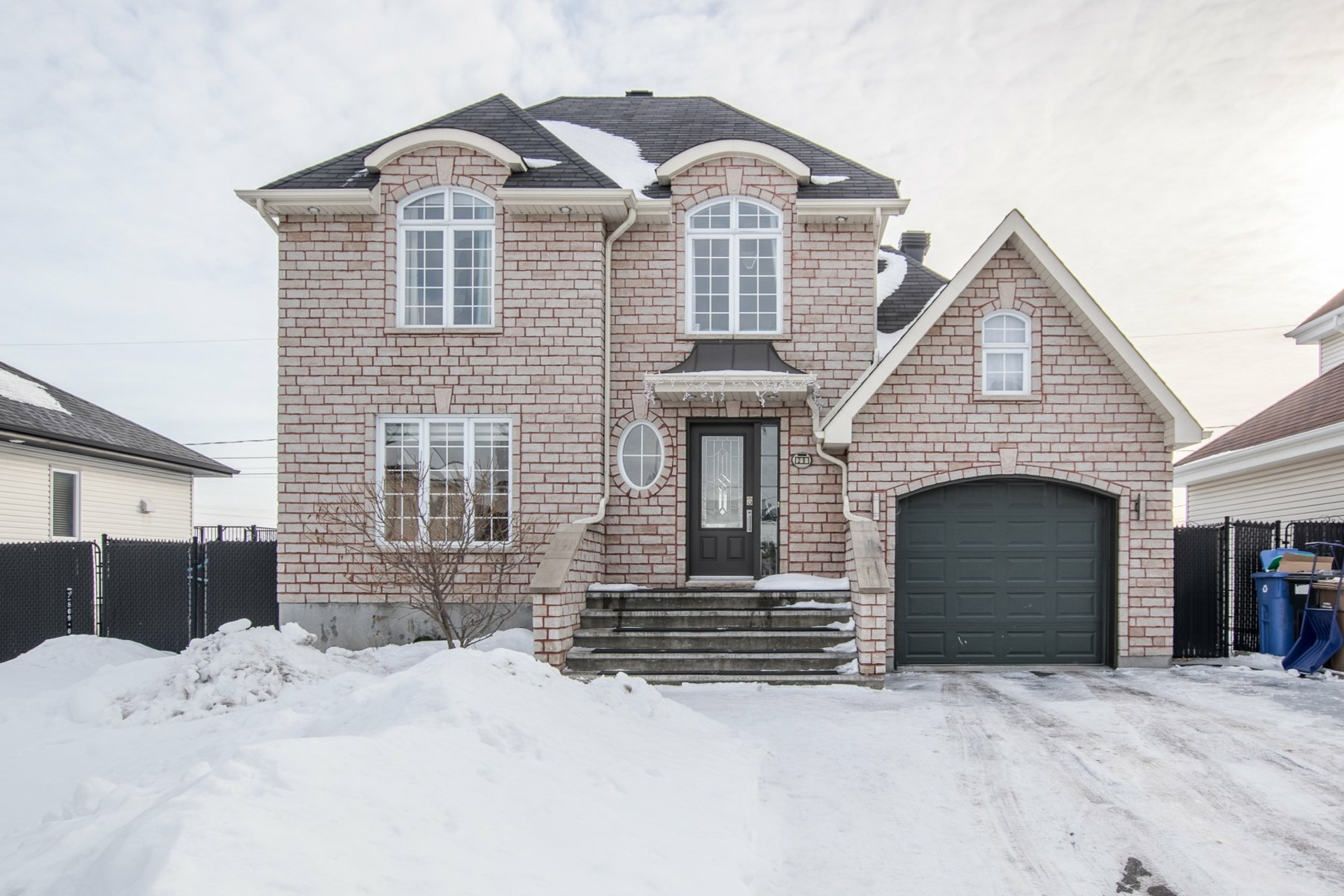 image 0 - House For sale Châteauguay - 9 rooms
