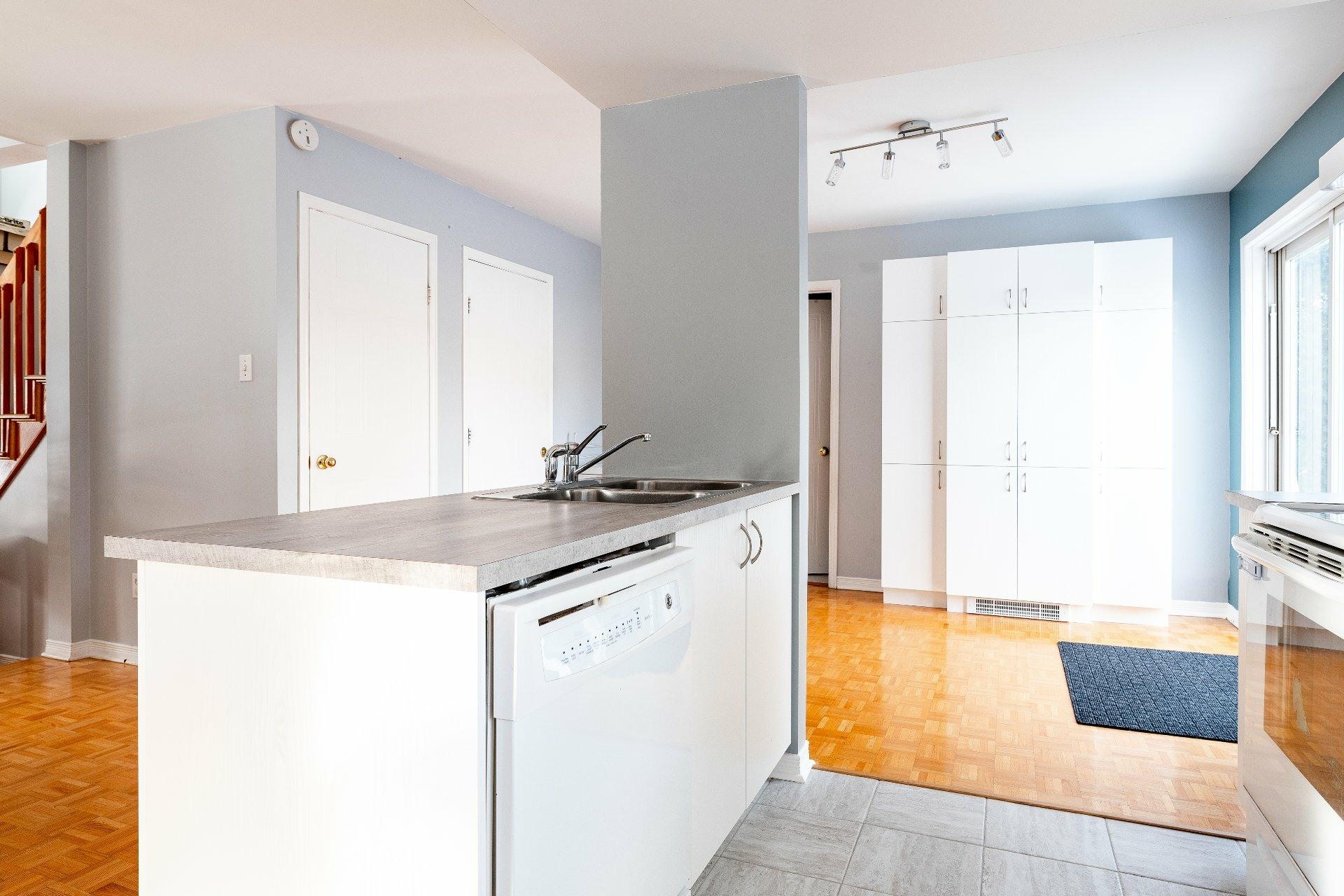 image 5 - Maison À vendre Fabreville Laval  - 8 pièces