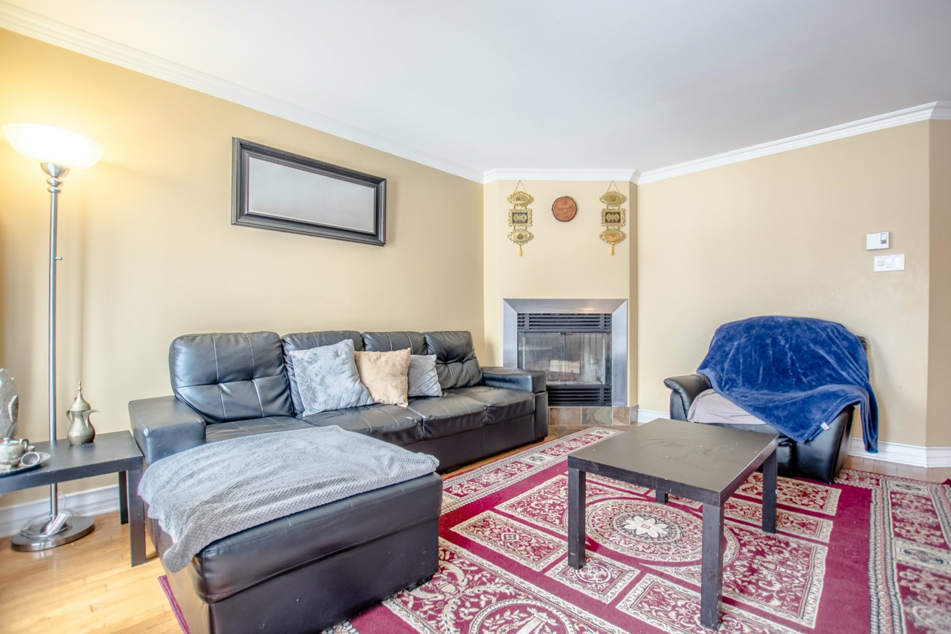 image 2 - House For sale Châteauguay - 10 rooms