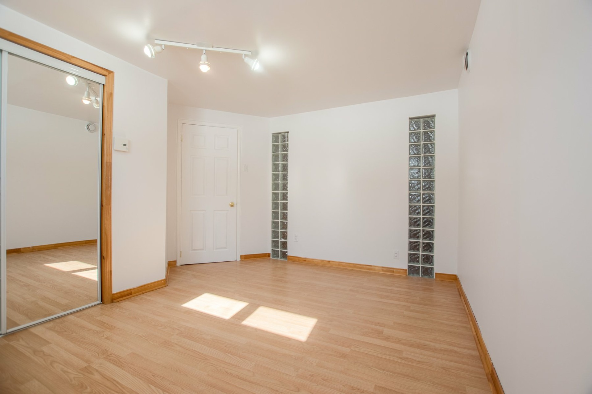 image 22 - House For sale Saint-Constant - 11 rooms