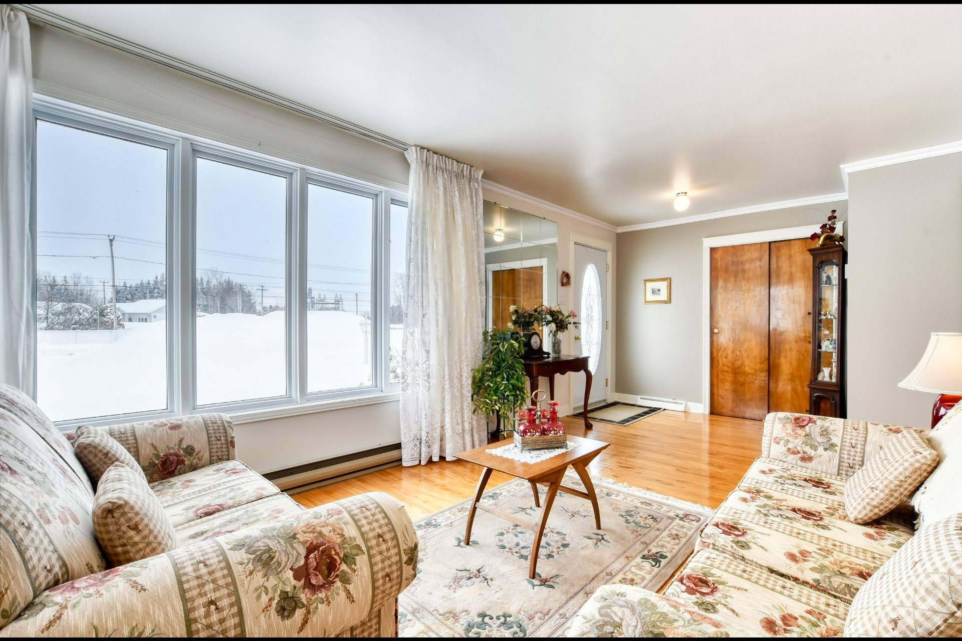 image 2 - Maison À vendre Notre-Dame-des-Prairies - 9 pièces