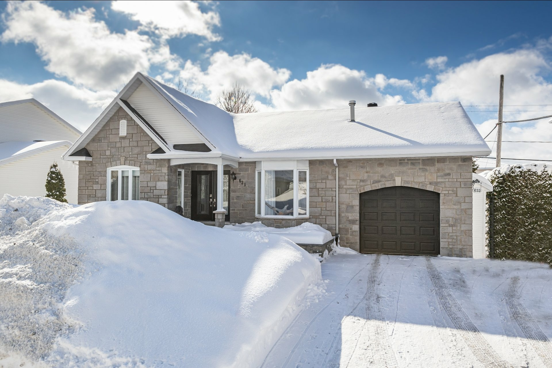 image 0 - House For sale Charlesbourg Québec  - 11 rooms