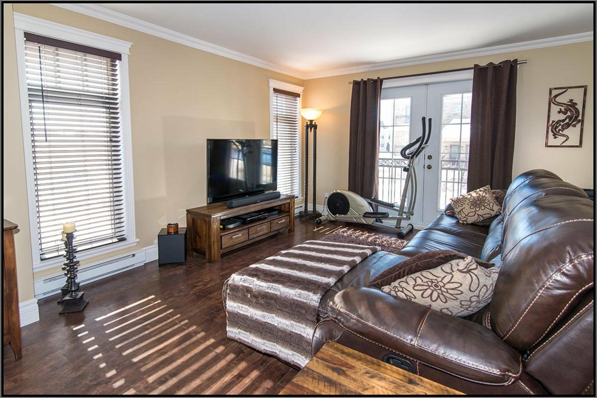 image 1 - Appartement À vendre Les Rivières Québec  - 8 pièces