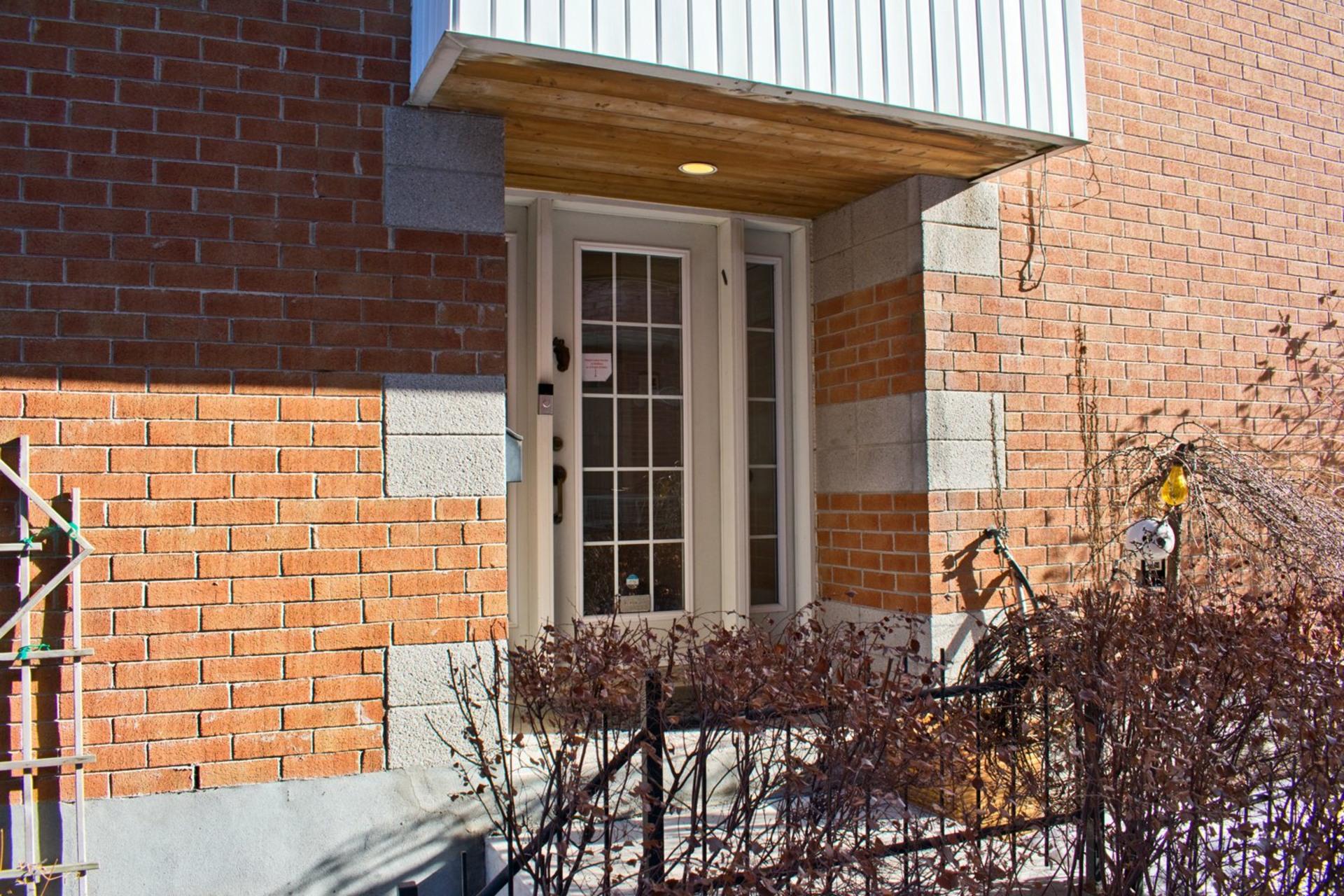 image 2 - House For sale Le Sud-Ouest Montréal  - 9 rooms