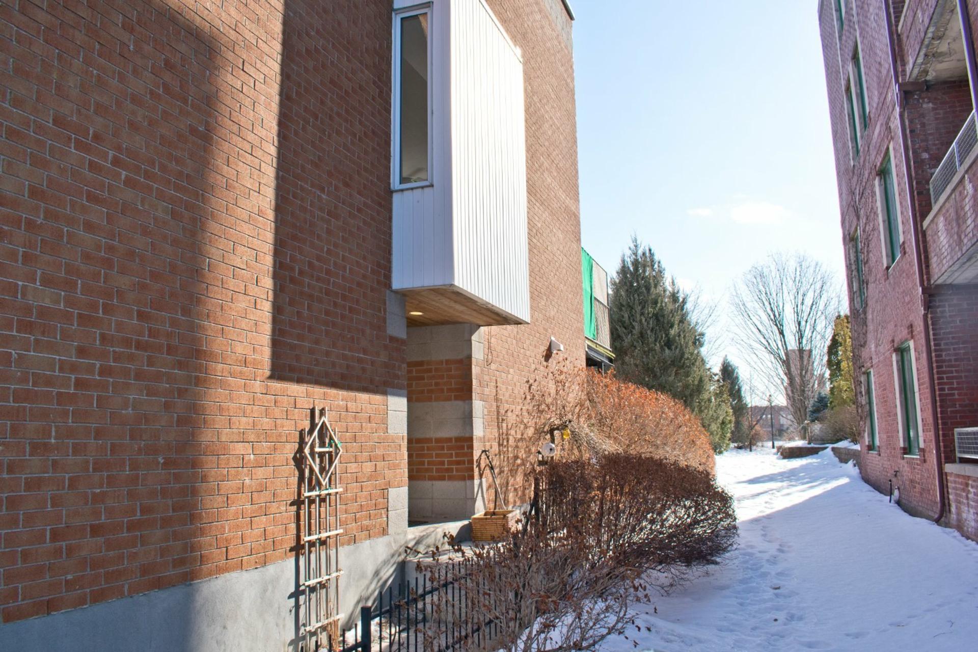image 1 - Maison À vendre Le Sud-Ouest Montréal  - 9 pièces