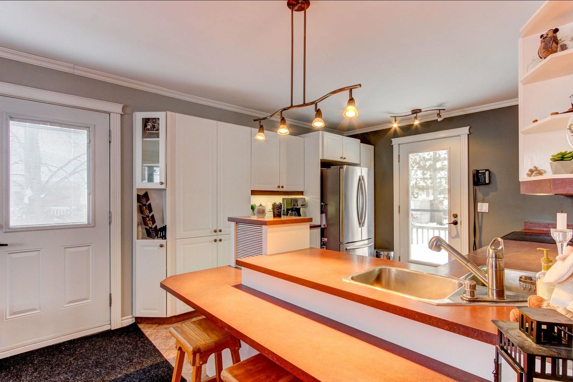 image 2 - House For sale Trois-Rivières - 9 rooms