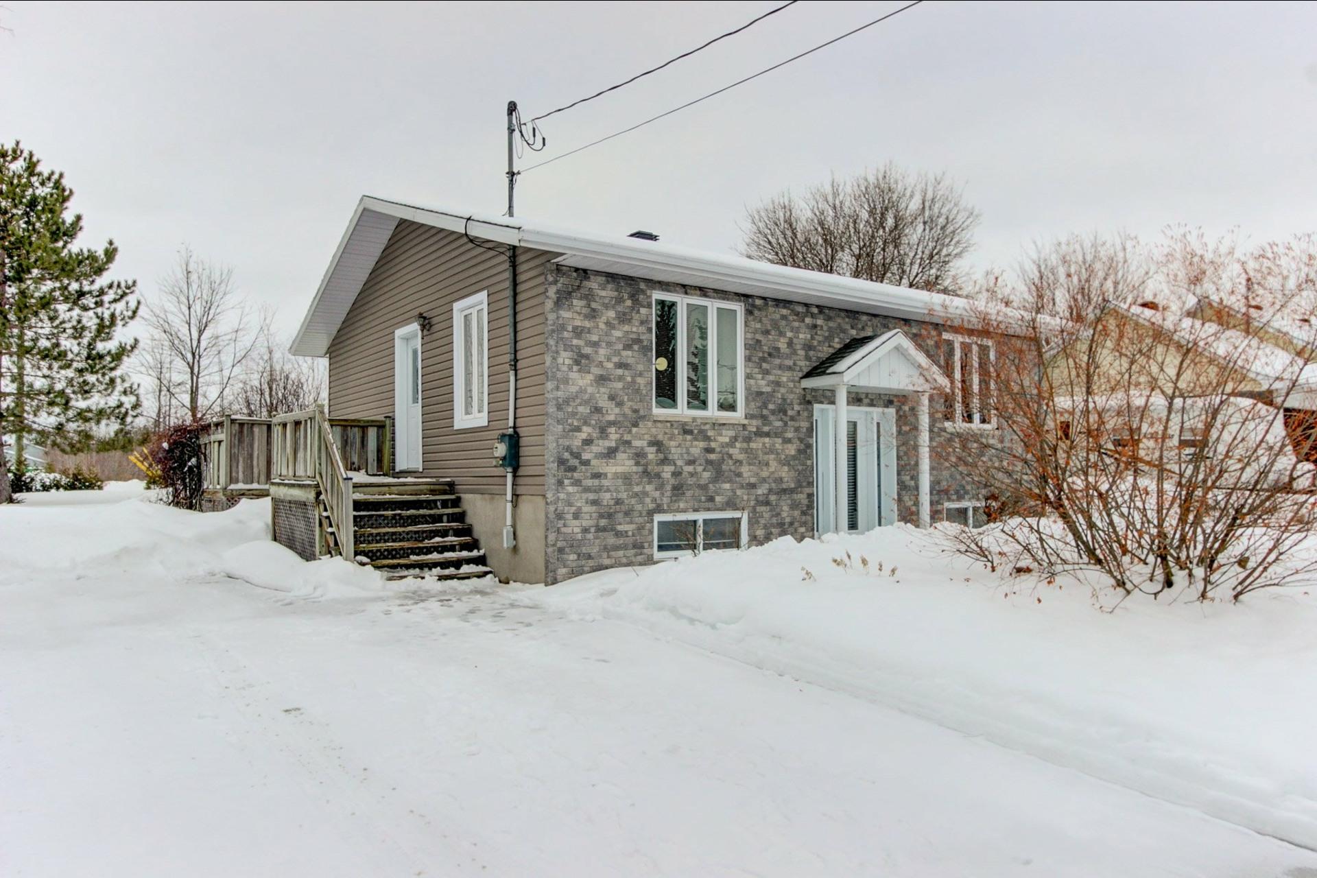 image 0 - Maison À vendre Trois-Rivières - 9 pièces