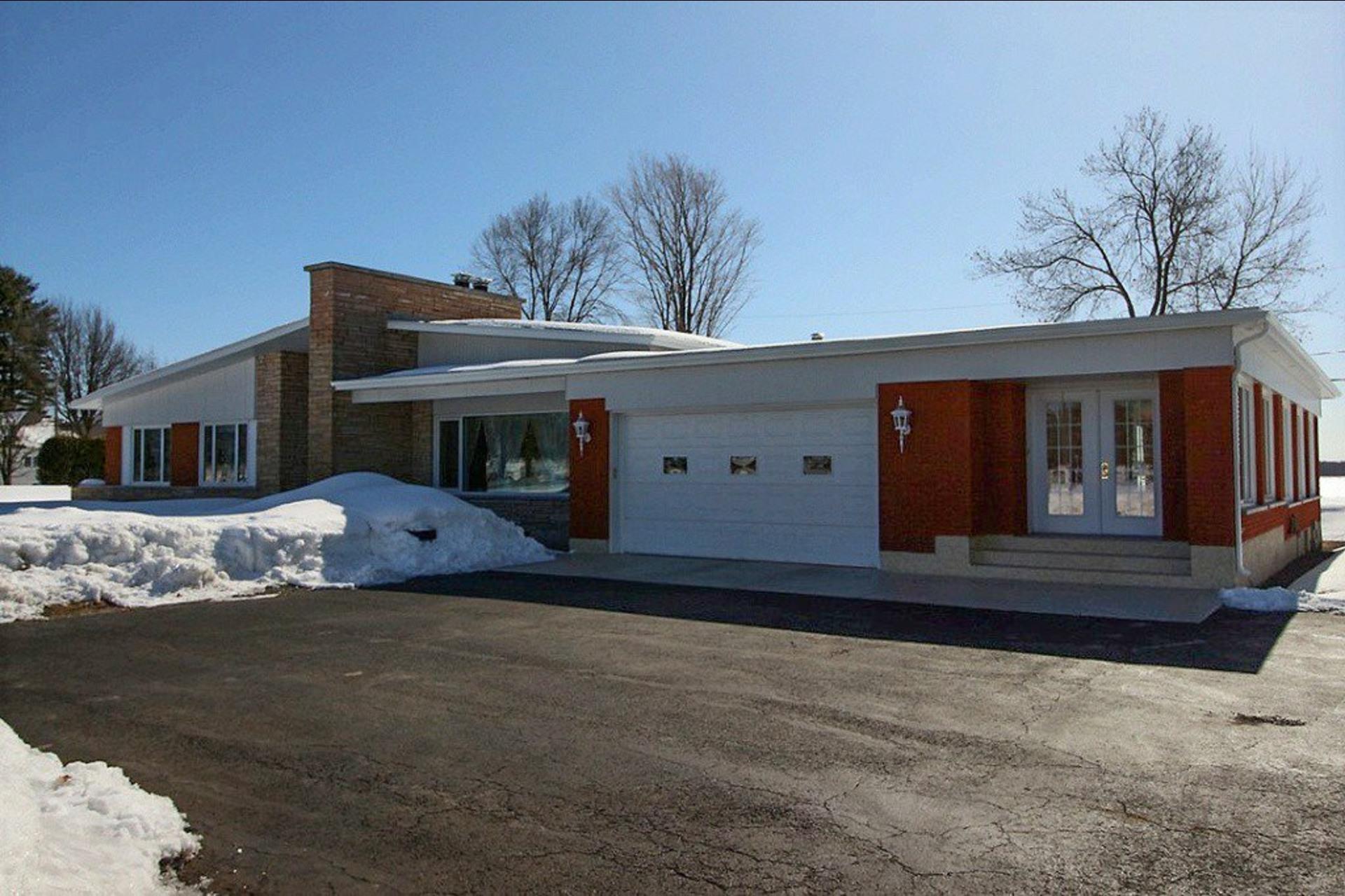 image 0 - House For sale Trois-Rivières - 14 rooms