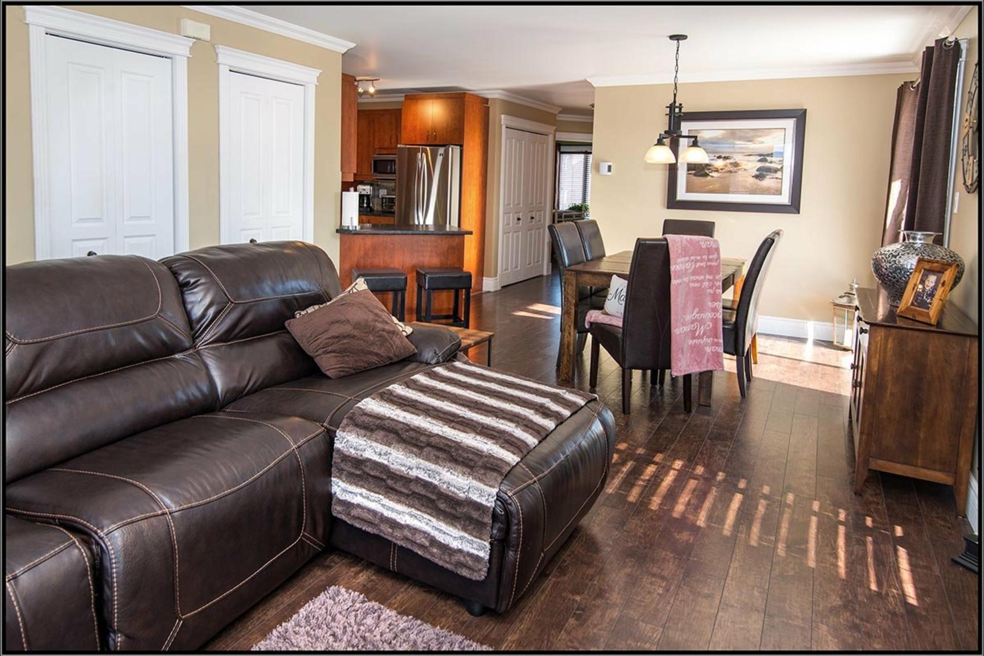 image 2 - Appartement À vendre Les Rivières Québec  - 8 pièces
