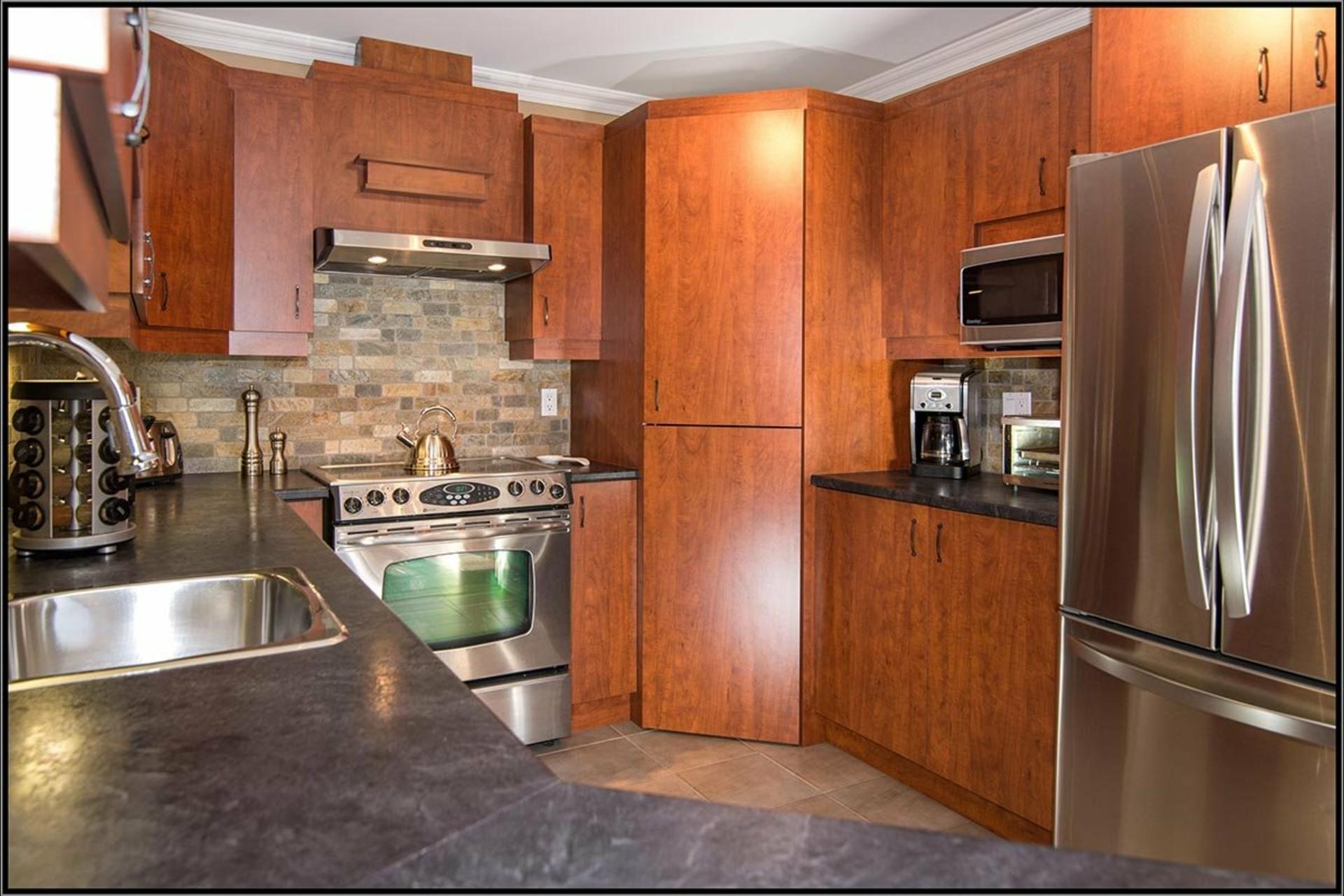image 6 - Appartement À vendre Les Rivières Québec  - 8 pièces
