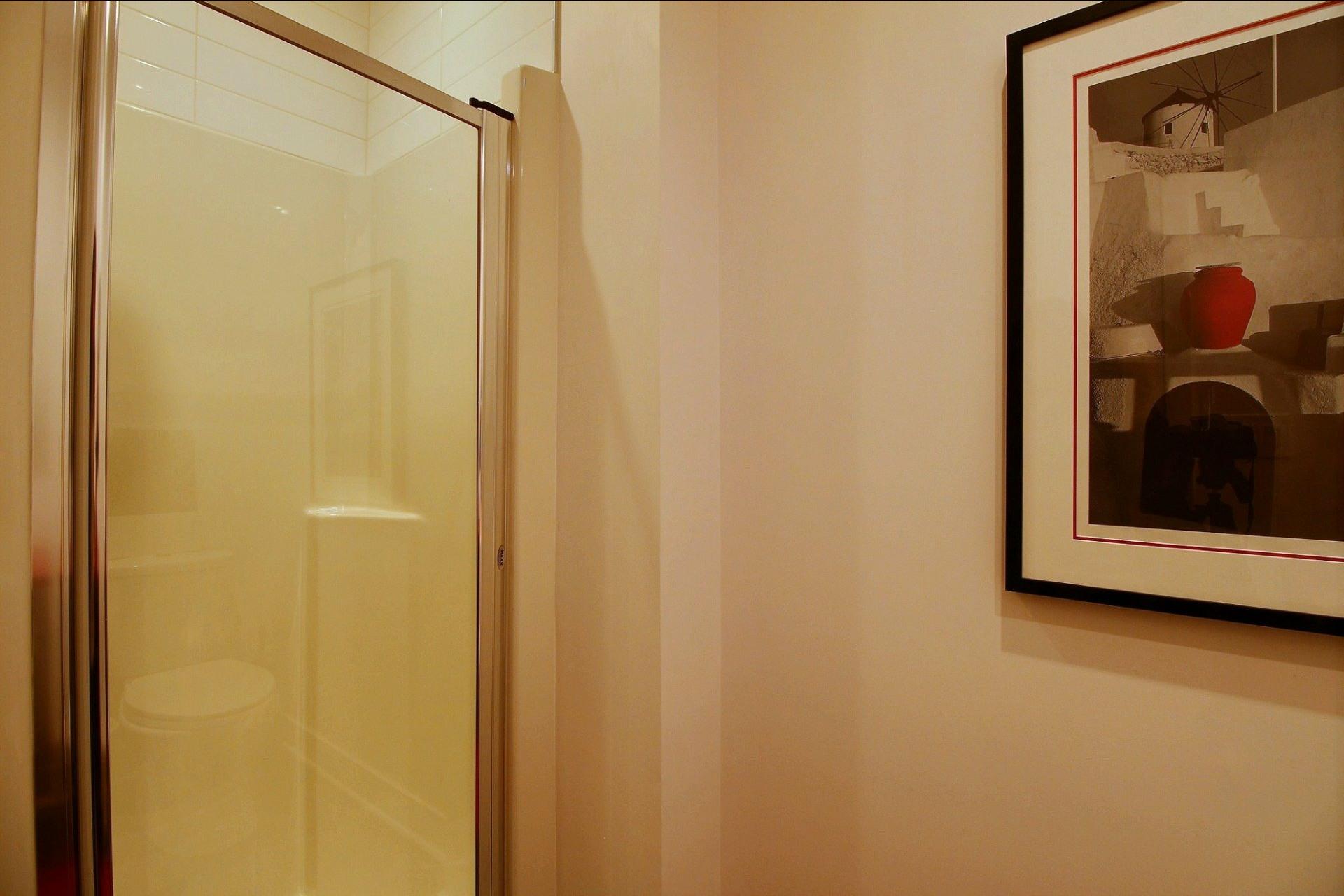 image 23 - Appartement À louer Côte-des-Neiges/Notre-Dame-de-Grâce Montréal  - 4 pièces