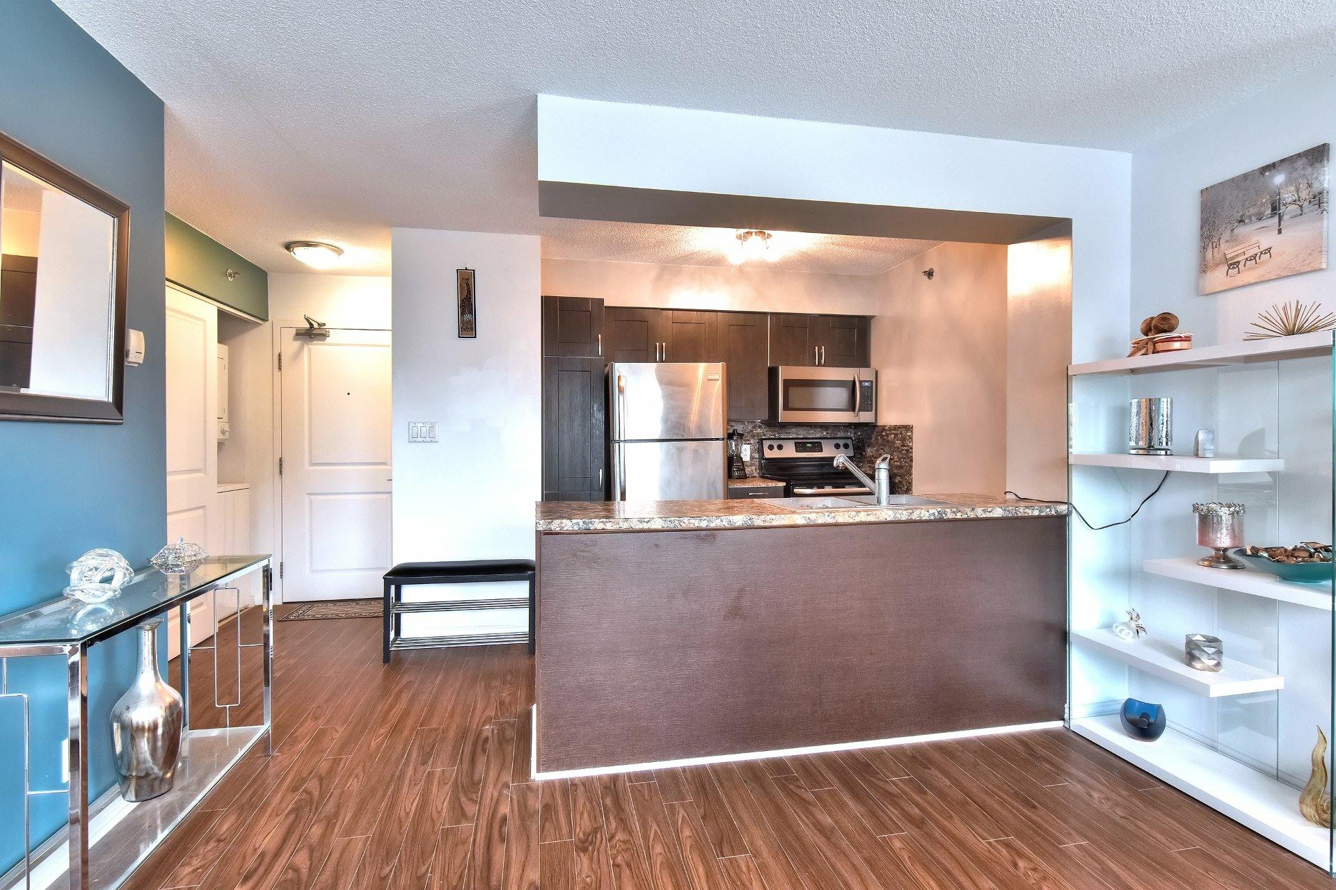 image 8 - Appartement À louer Ville-Marie Montréal  - 6 pièces