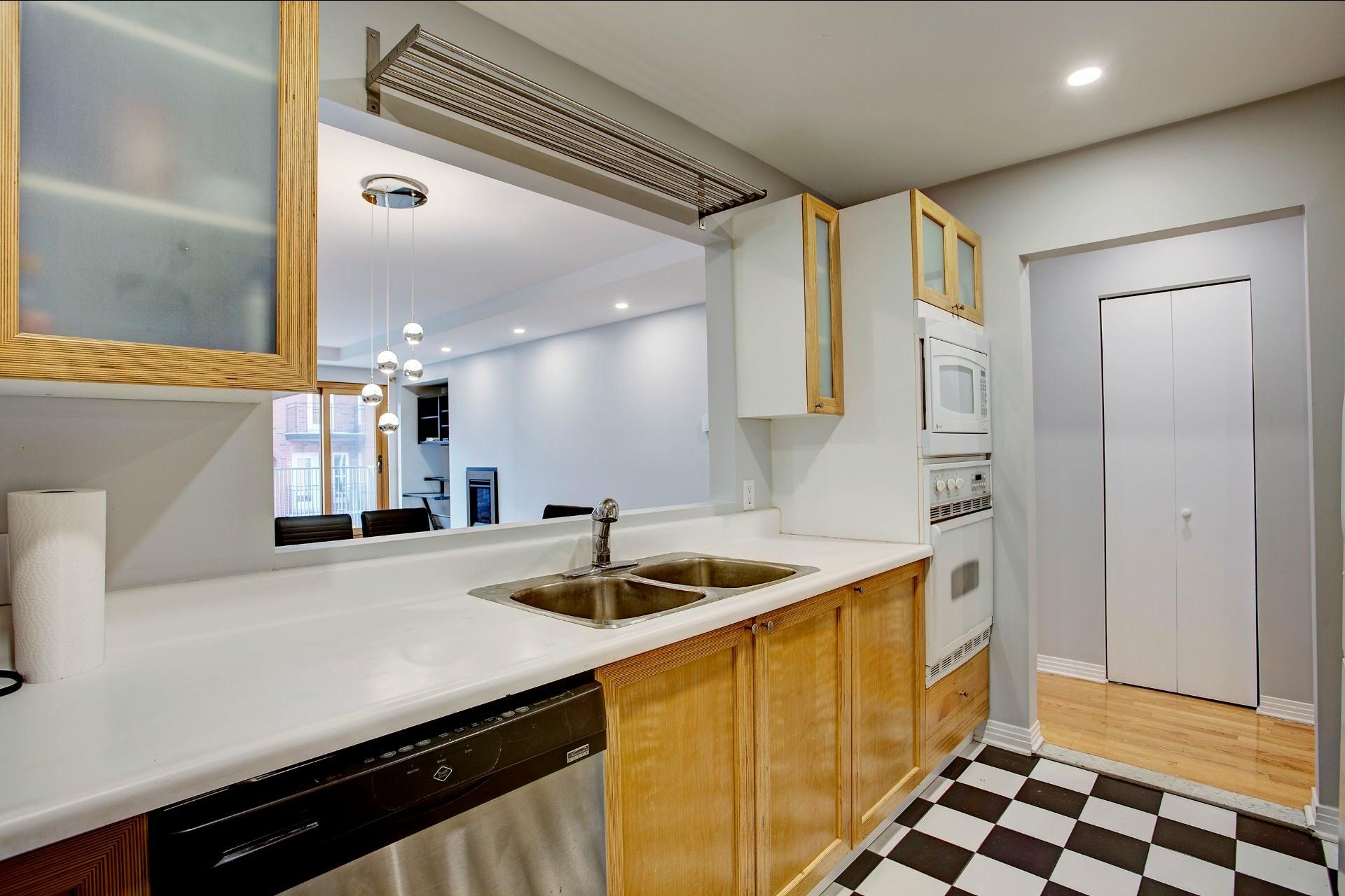 image 12 - Appartement À louer Ville-Marie Montréal  - 5 pièces