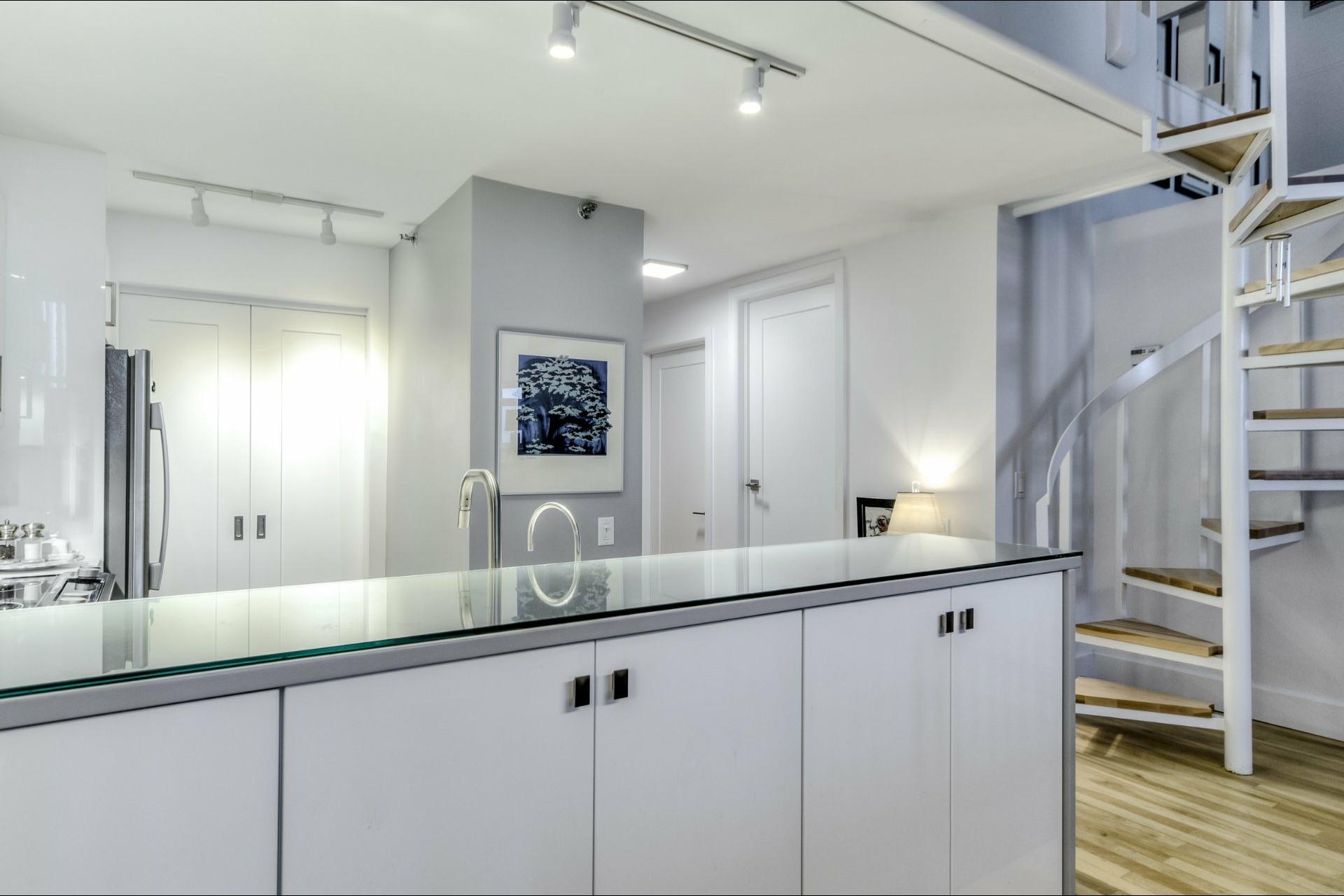 image 10 - Appartement À vendre Ville-Marie Montréal  - 5 pièces