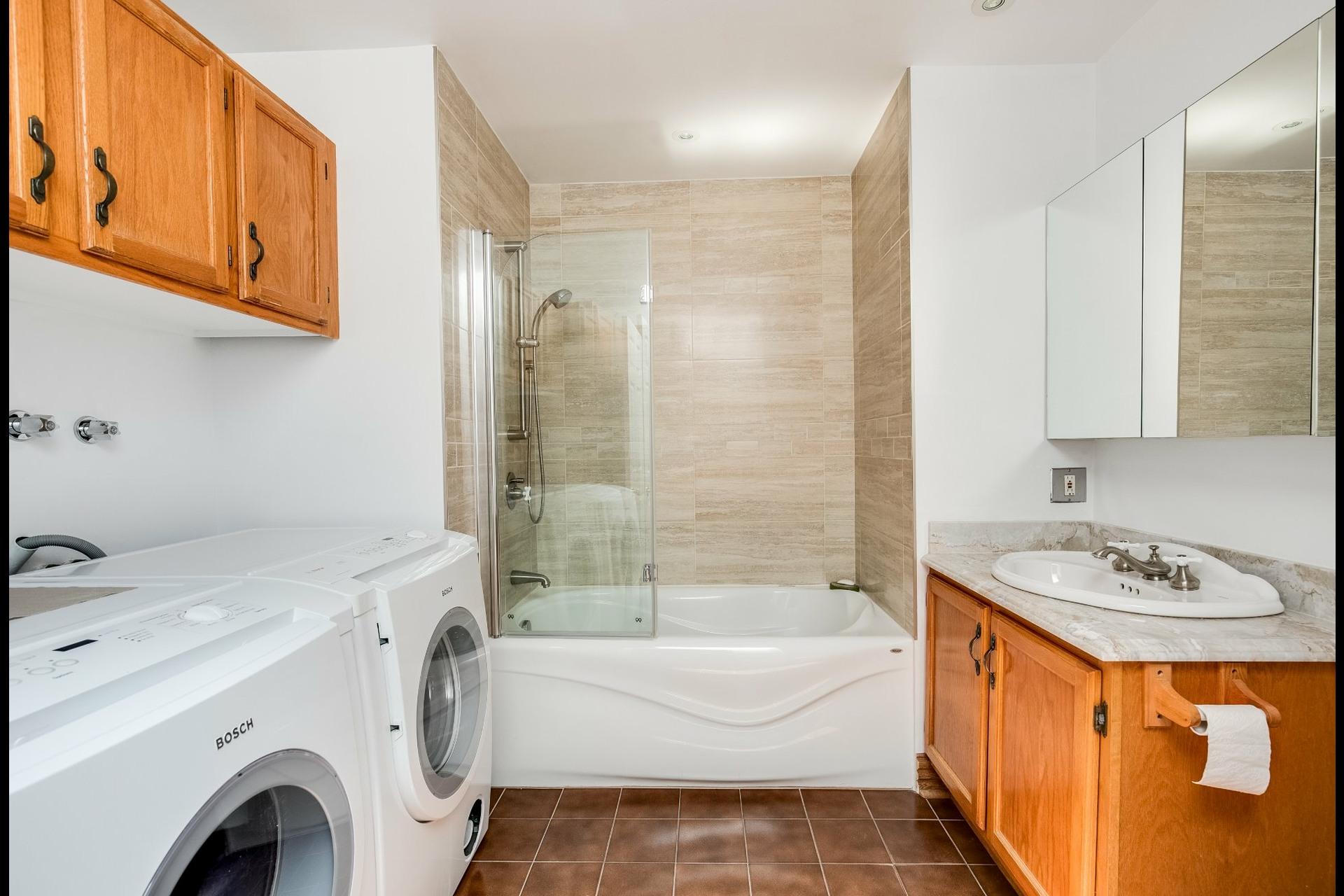 image 20 - Appartement À louer Ville-Marie Montréal  - 12 pièces