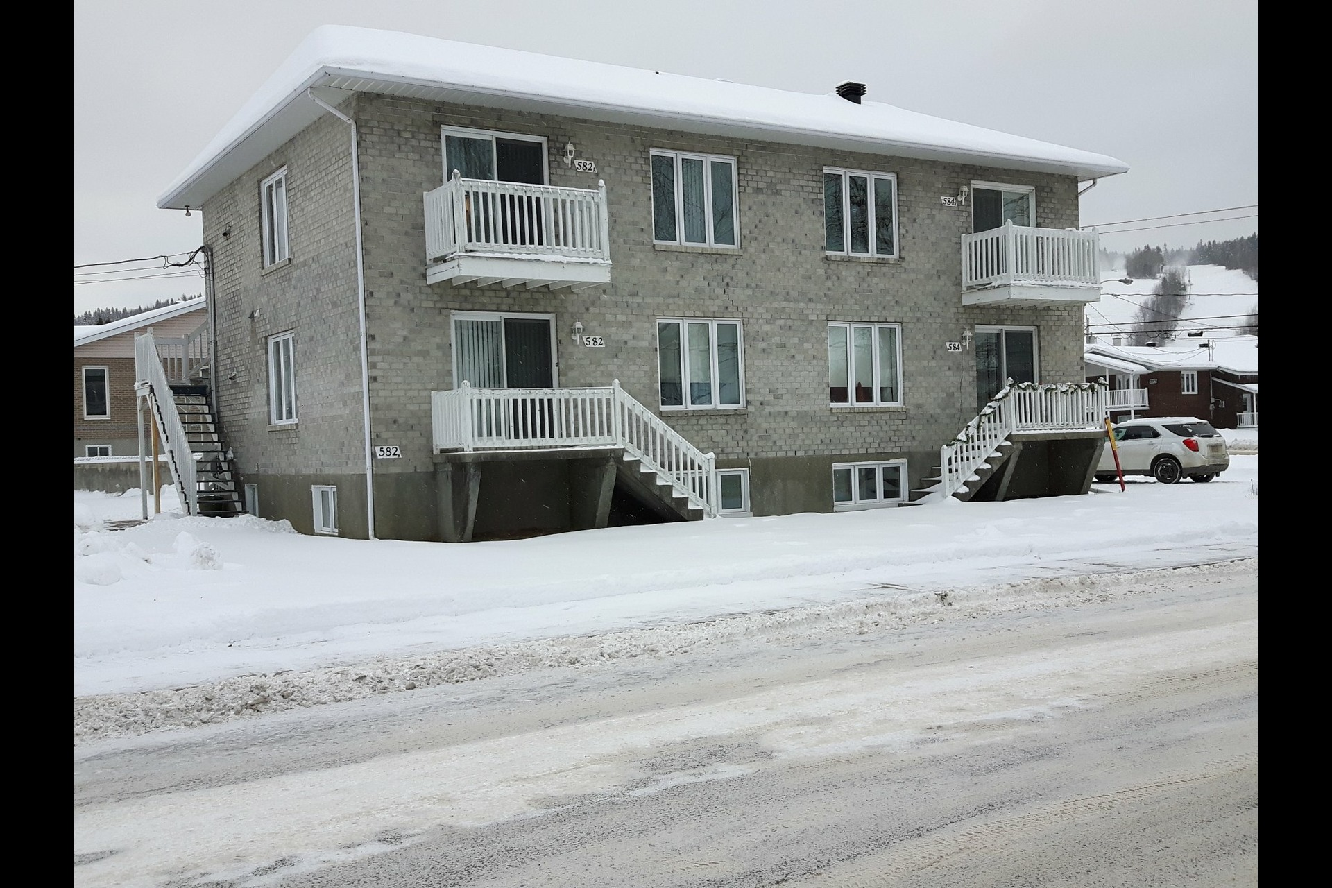 image 0 - Income property For sale La Tuque - 4 rooms