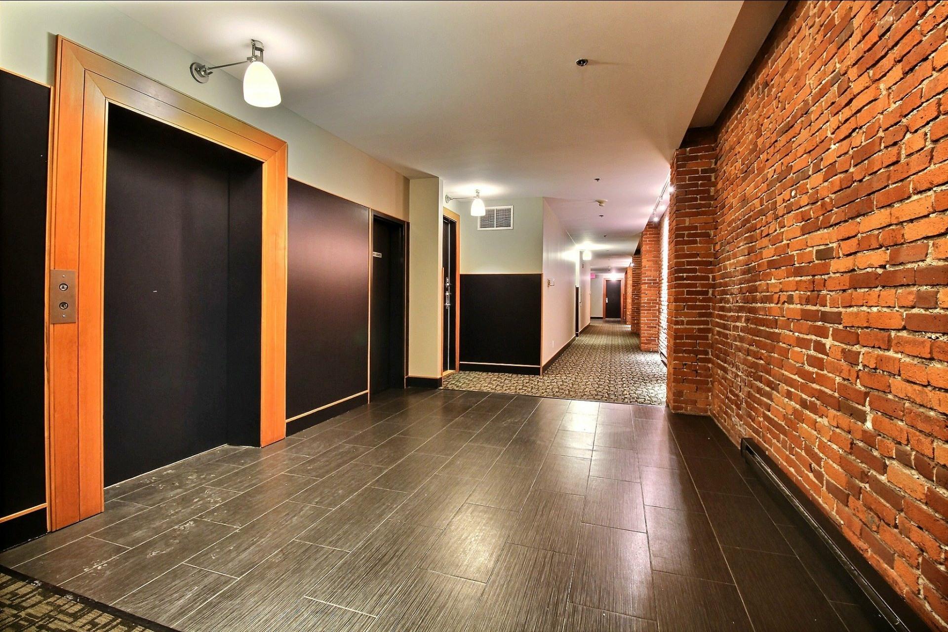 image 18 - Appartement À louer Ville-Marie Montréal  - 4 pièces