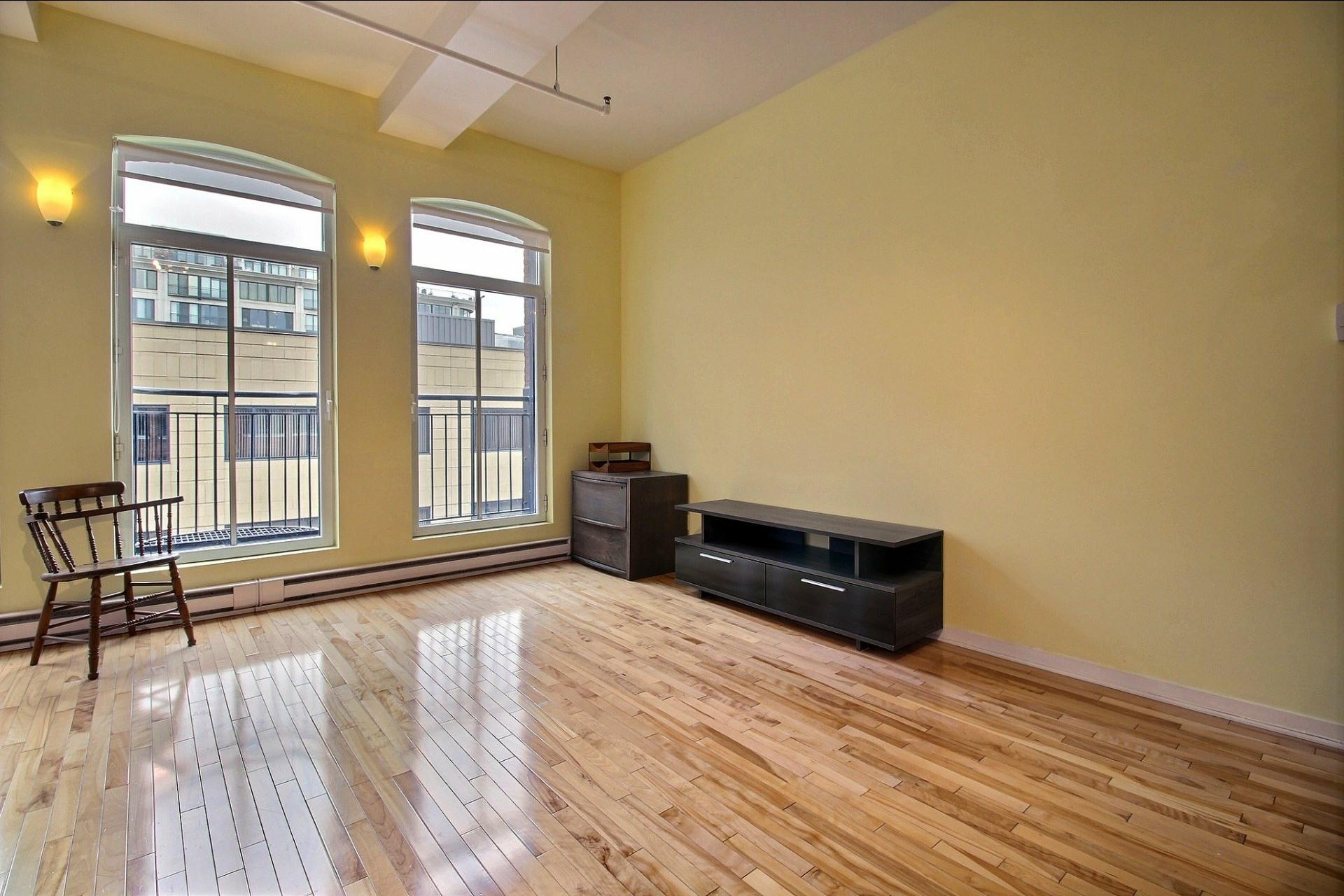 image 6 - Appartement À louer Ville-Marie Montréal  - 4 pièces