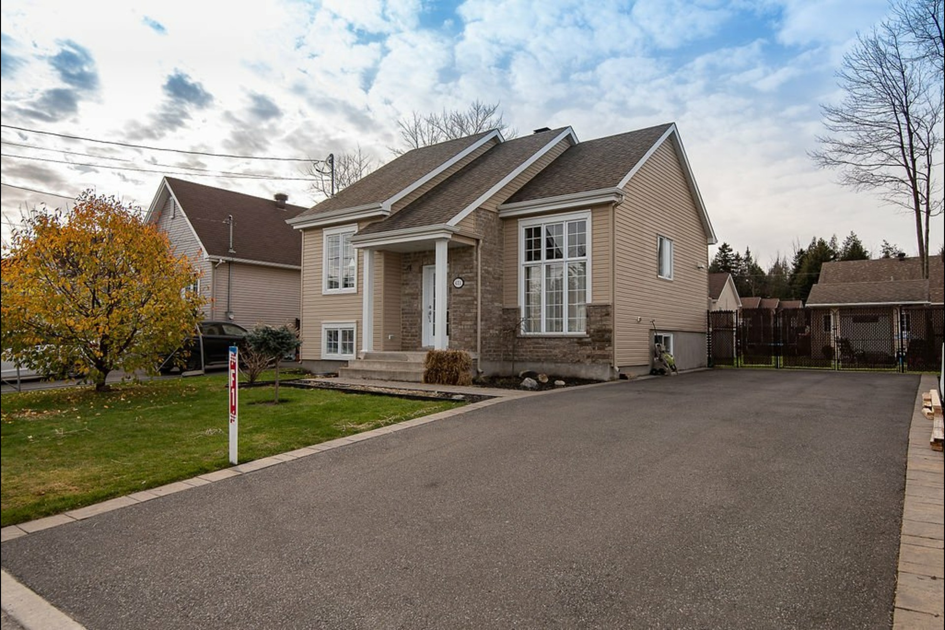 image 0 - House For sale Saint-Lin/Laurentides - 11 rooms