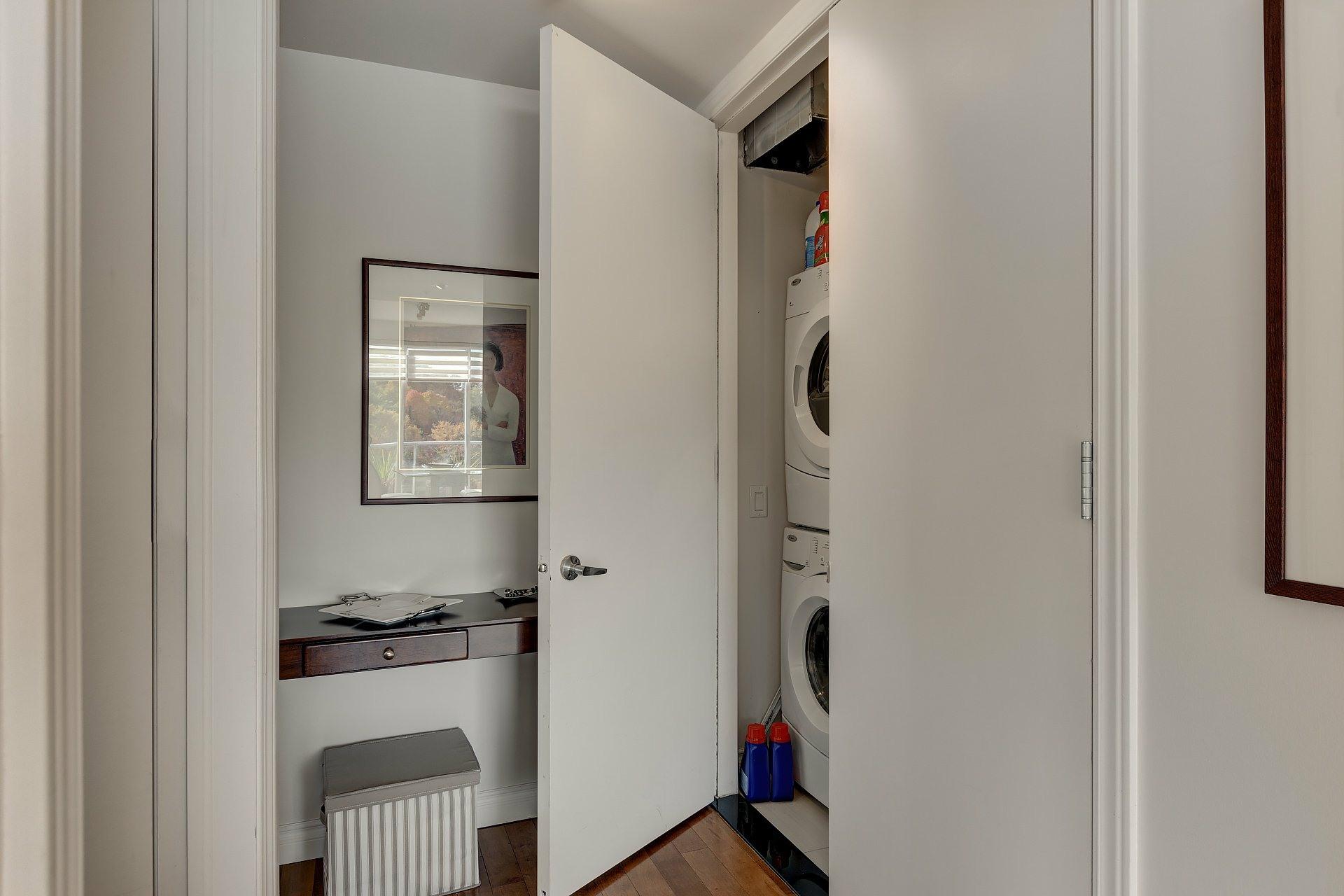 image 14 - Appartement À louer Côte-des-Neiges/Notre-Dame-de-Grâce Montréal  - 5 pièces