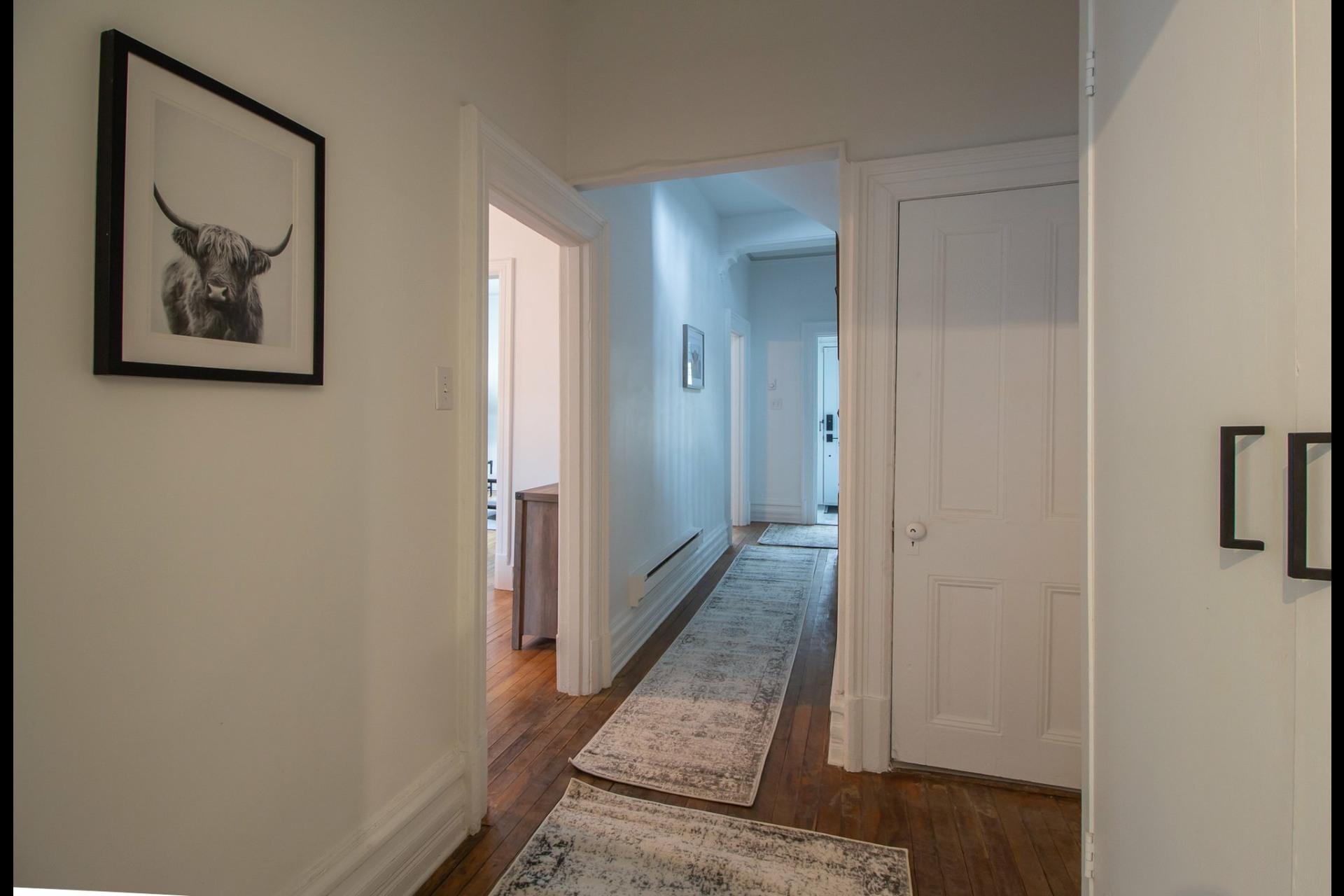 image 10 - House For rent Côte-des-Neiges/Notre-Dame-de-Grâce Montréal  - 8 rooms
