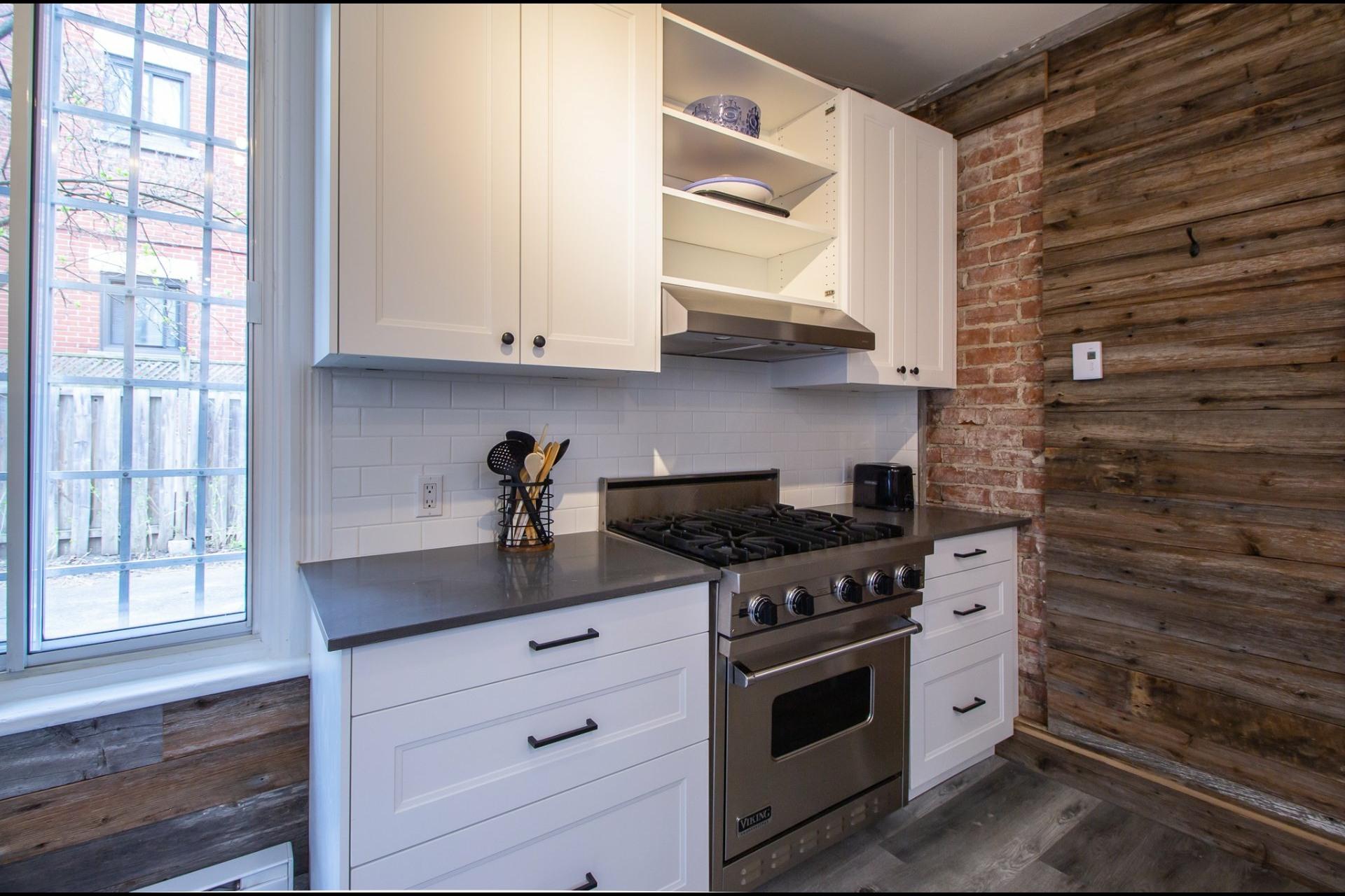 image 6 - House For rent Côte-des-Neiges/Notre-Dame-de-Grâce Montréal  - 8 rooms