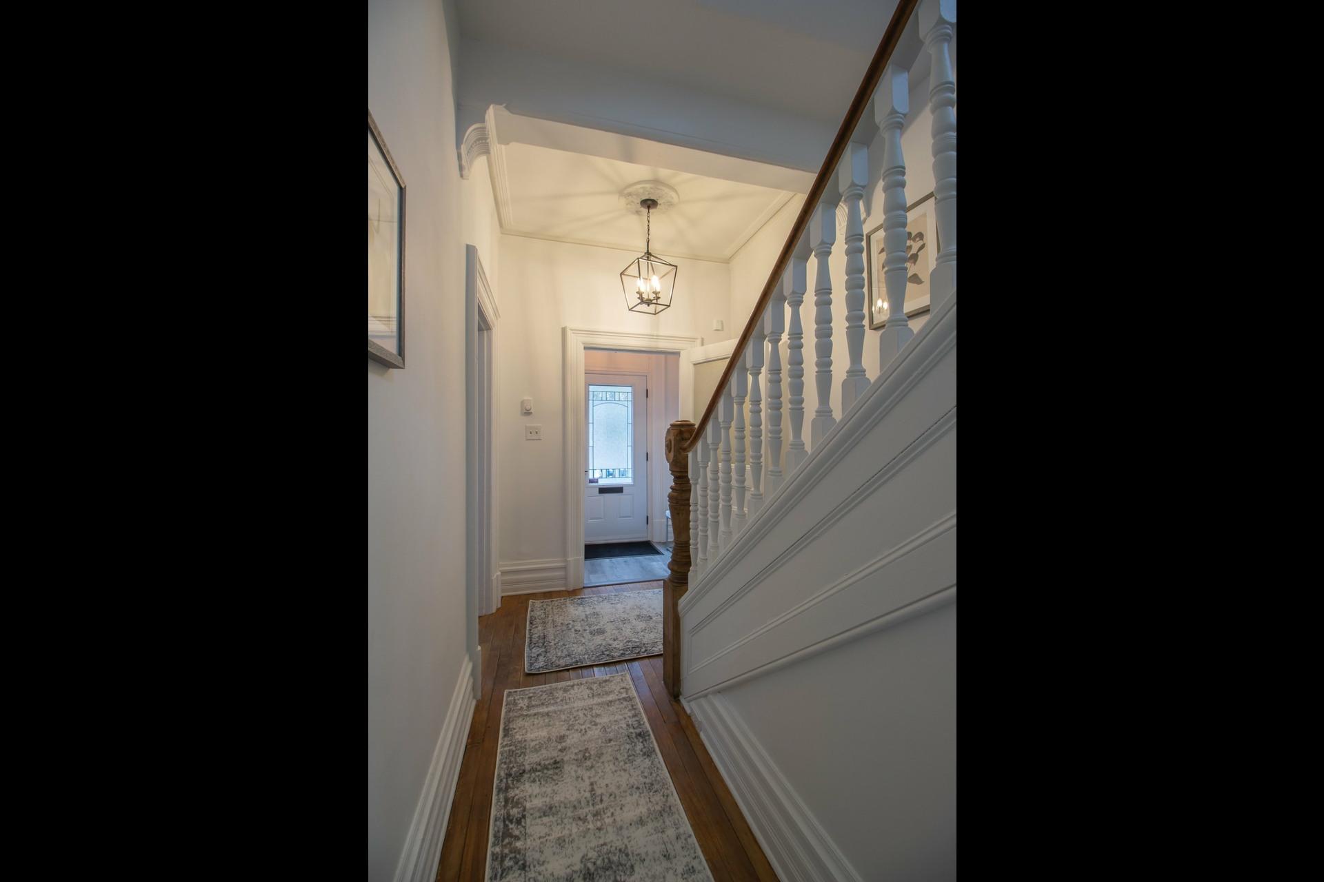 image 7 - House For rent Côte-des-Neiges/Notre-Dame-de-Grâce Montréal  - 8 rooms