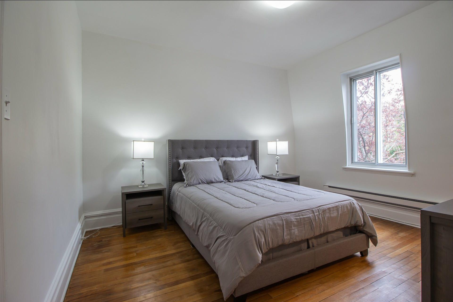 image 11 - House For rent Côte-des-Neiges/Notre-Dame-de-Grâce Montréal  - 8 rooms