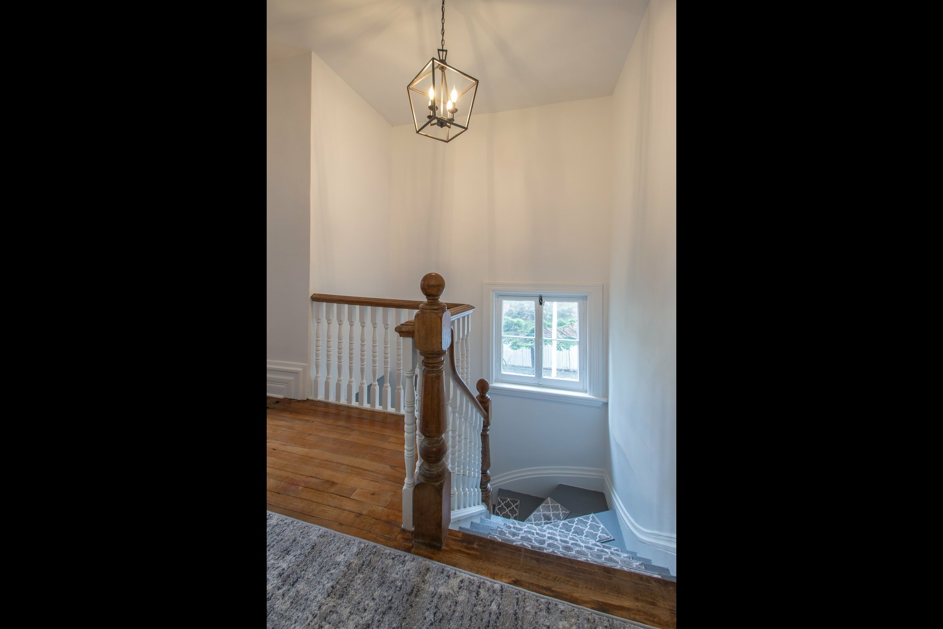 image 8 - House For rent Côte-des-Neiges/Notre-Dame-de-Grâce Montréal  - 8 rooms