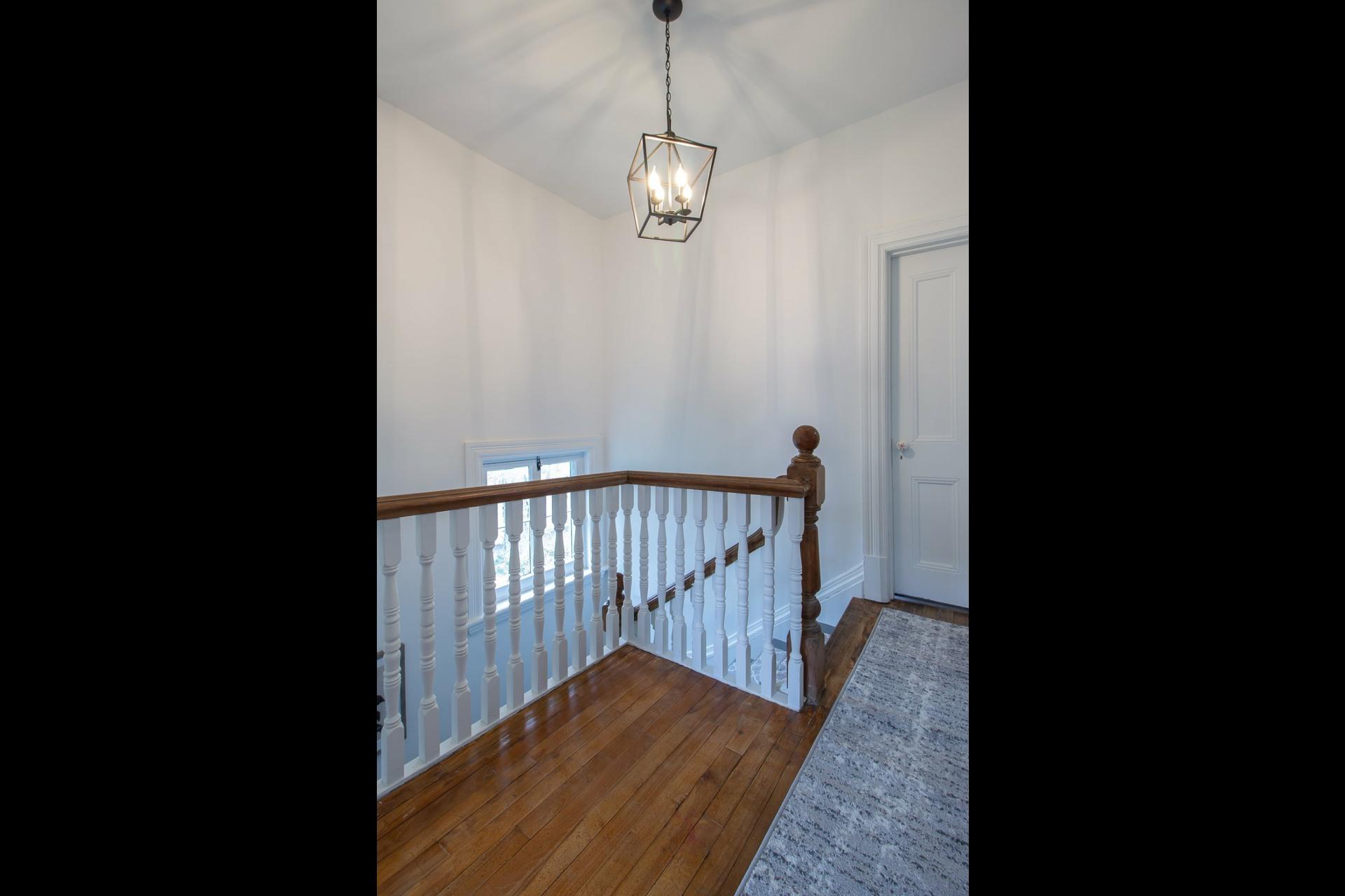 image 14 - House For rent Côte-des-Neiges/Notre-Dame-de-Grâce Montréal  - 8 rooms