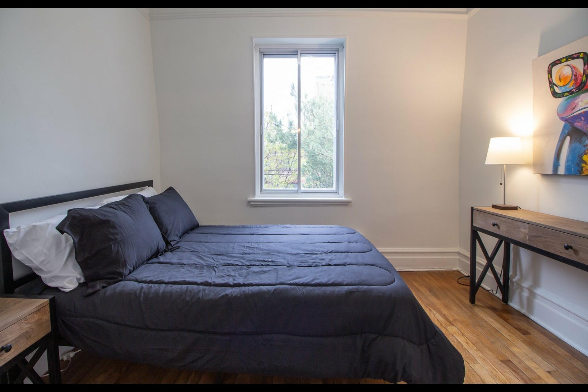 image 17 - House For rent Côte-des-Neiges/Notre-Dame-de-Grâce Montréal  - 8 rooms