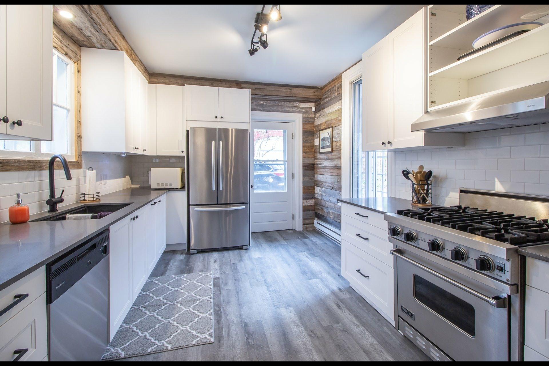 image 4 - House For rent Côte-des-Neiges/Notre-Dame-de-Grâce Montréal  - 8 rooms