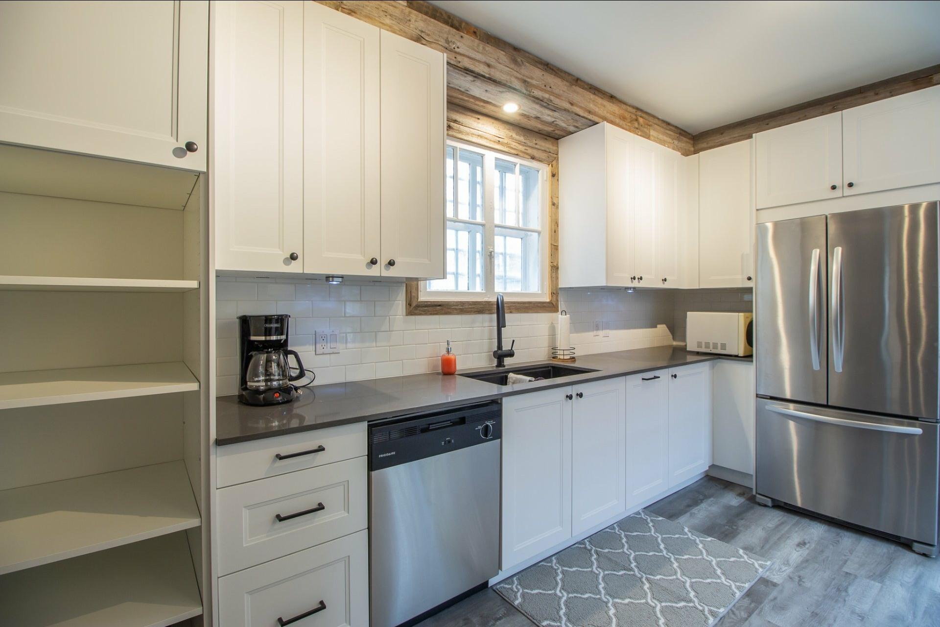 image 5 - House For rent Côte-des-Neiges/Notre-Dame-de-Grâce Montréal  - 8 rooms