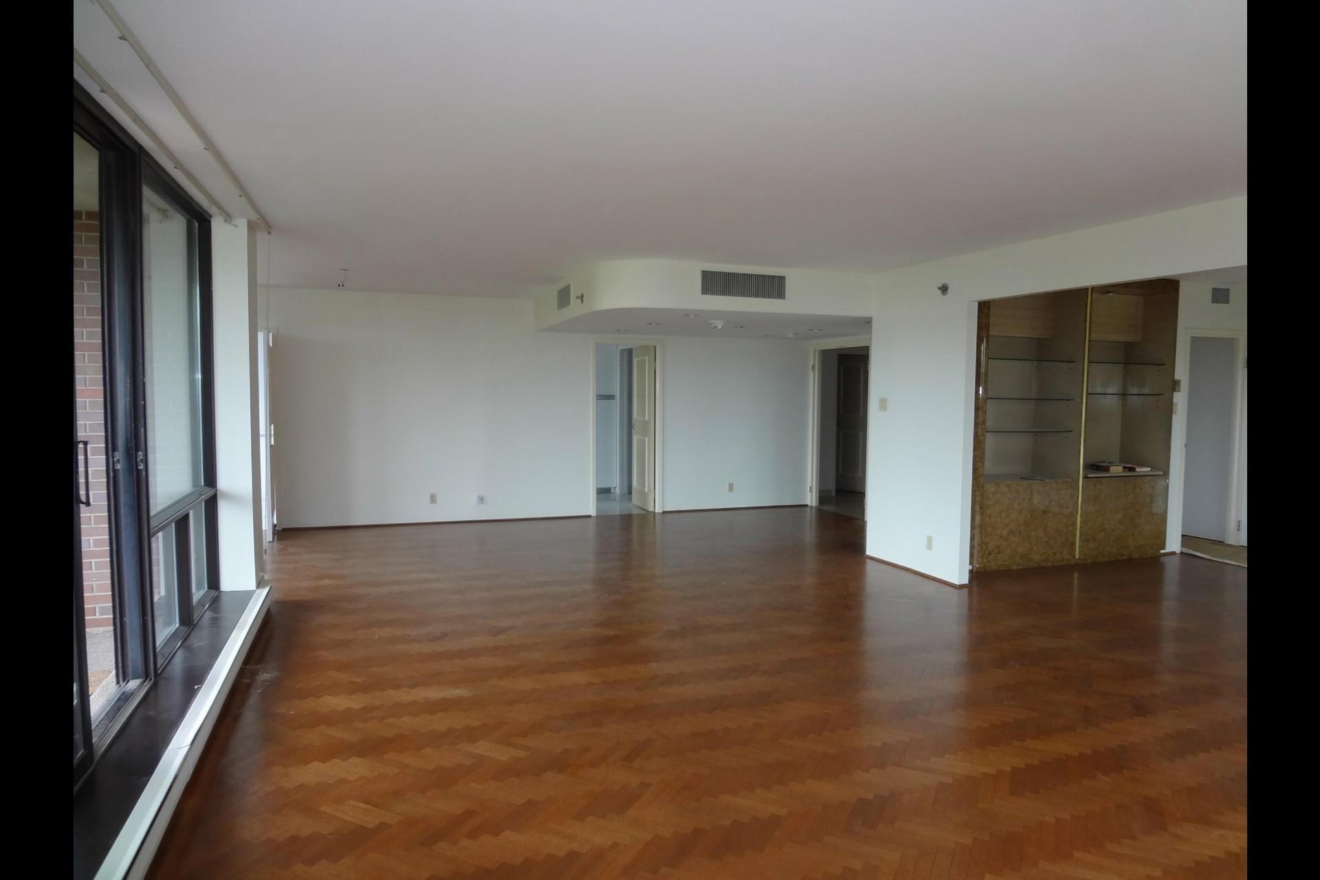 image 3 - Apartment For rent Ville-Marie Montréal  - 5 rooms