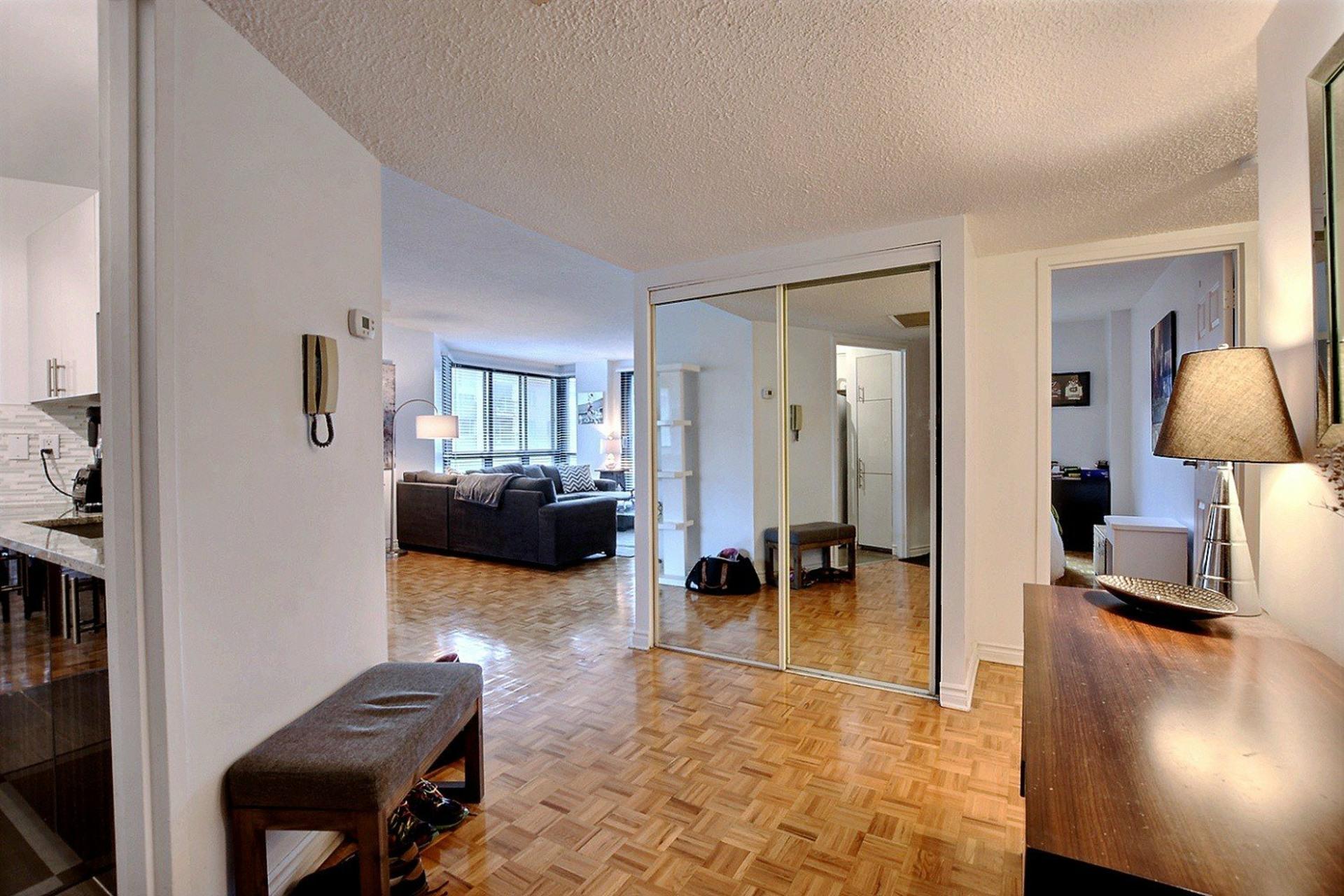 image 14 - Appartement À louer Ville-Marie Montréal  - 5 pièces