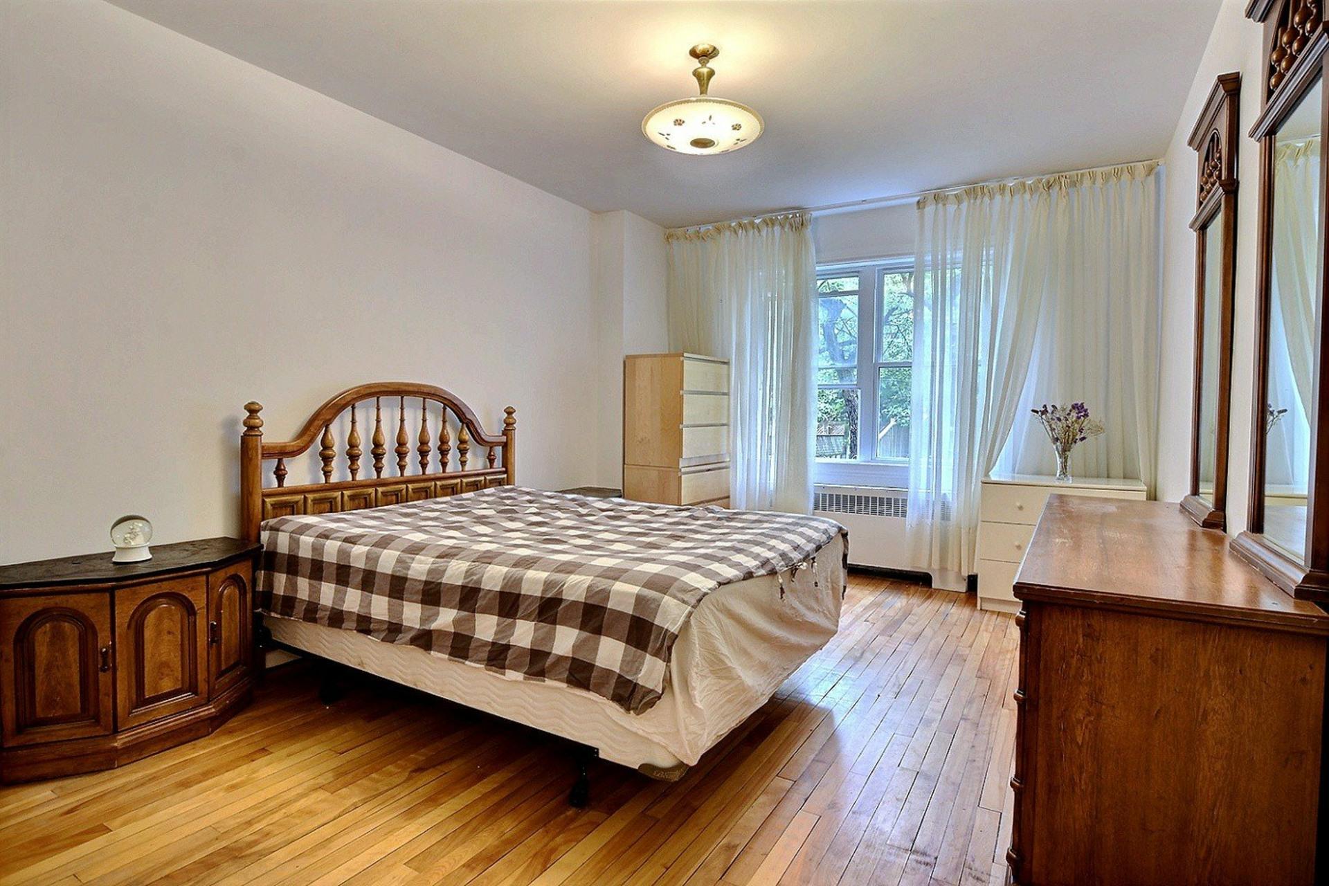 image 12 - Appartement À louer Côte-des-Neiges/Notre-Dame-de-Grâce Montréal  - 5 pièces