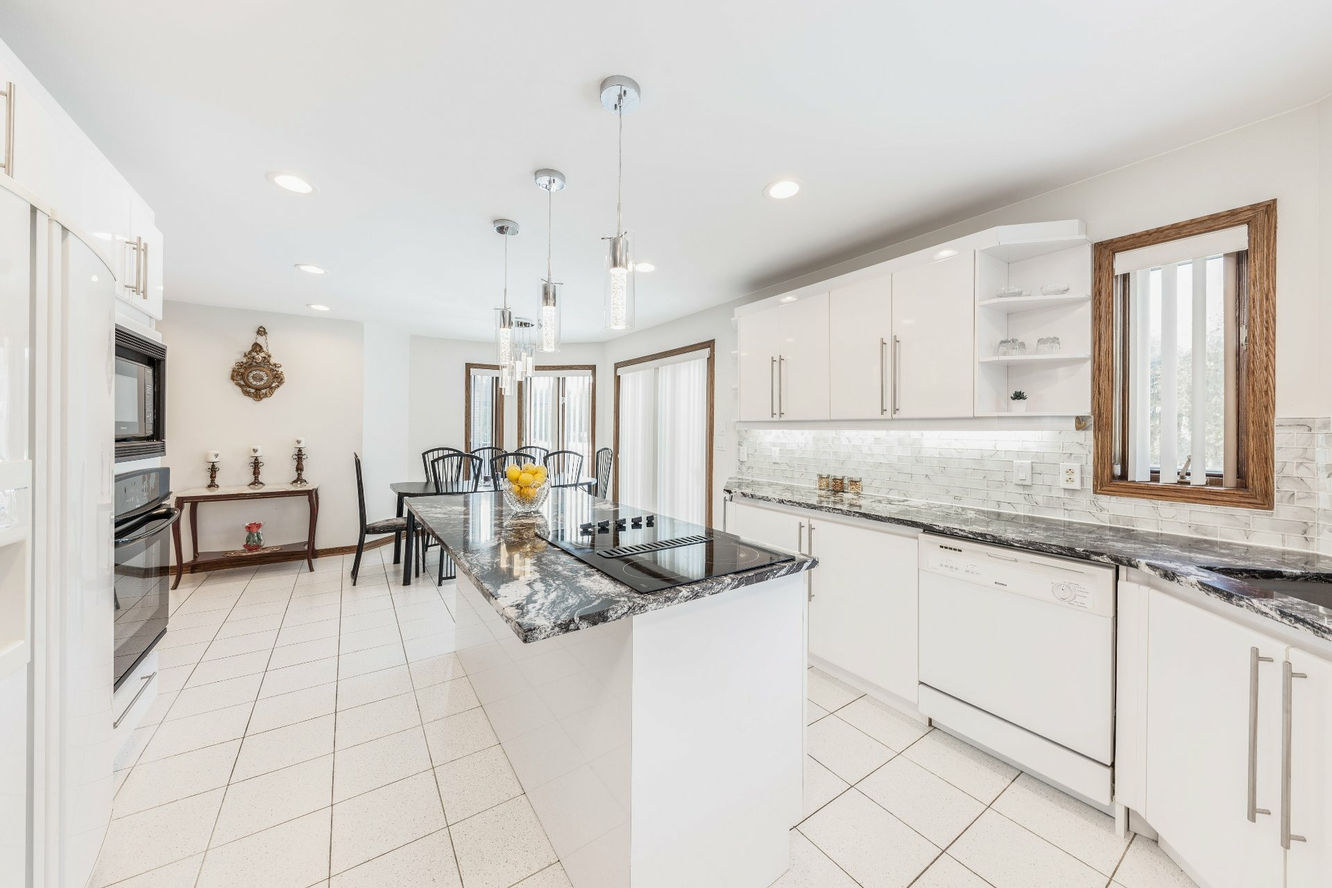 image 9 - House For sale Beaconsfield - 15 rooms