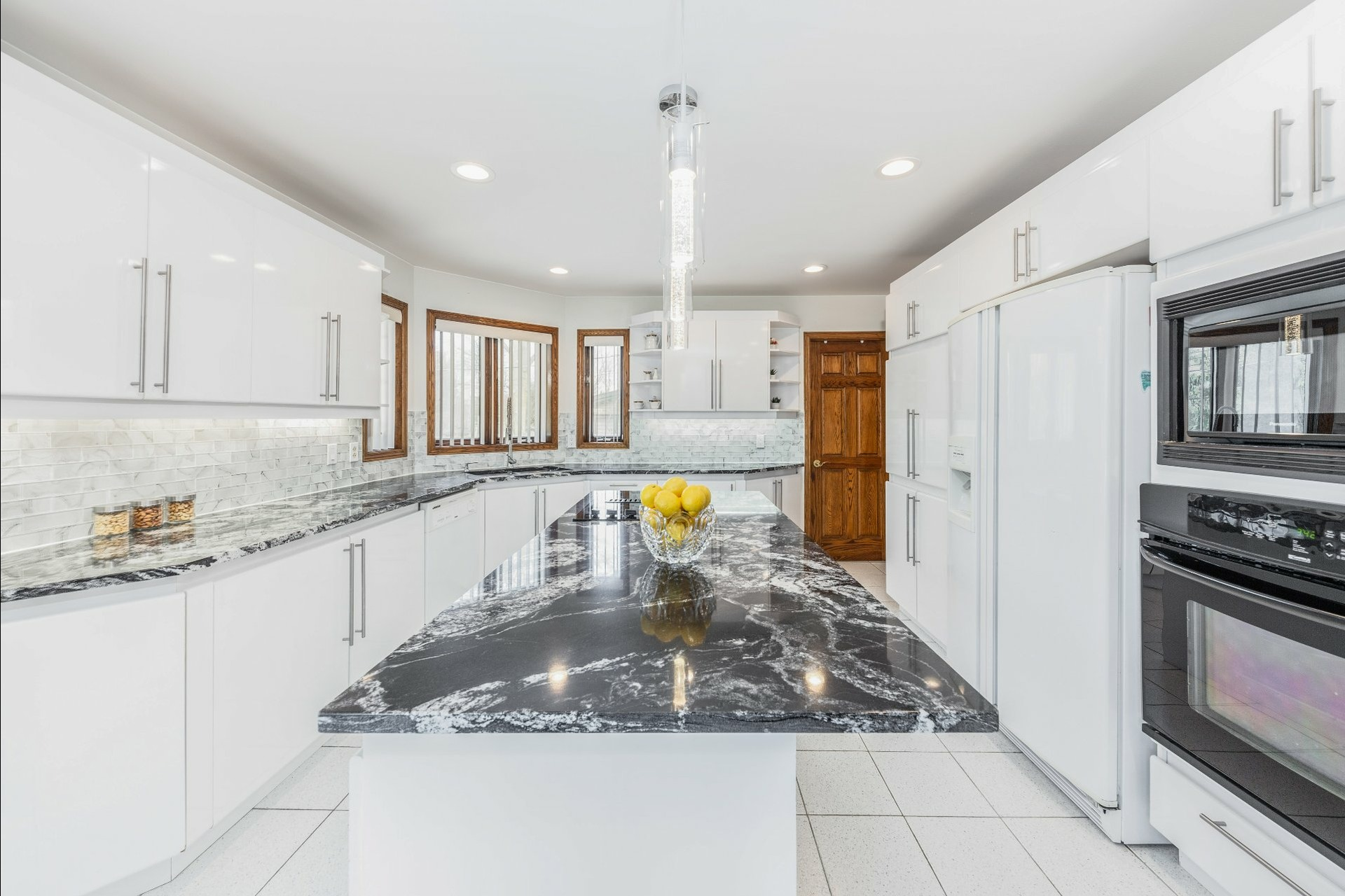 image 5 - House For sale Beaconsfield - 15 rooms