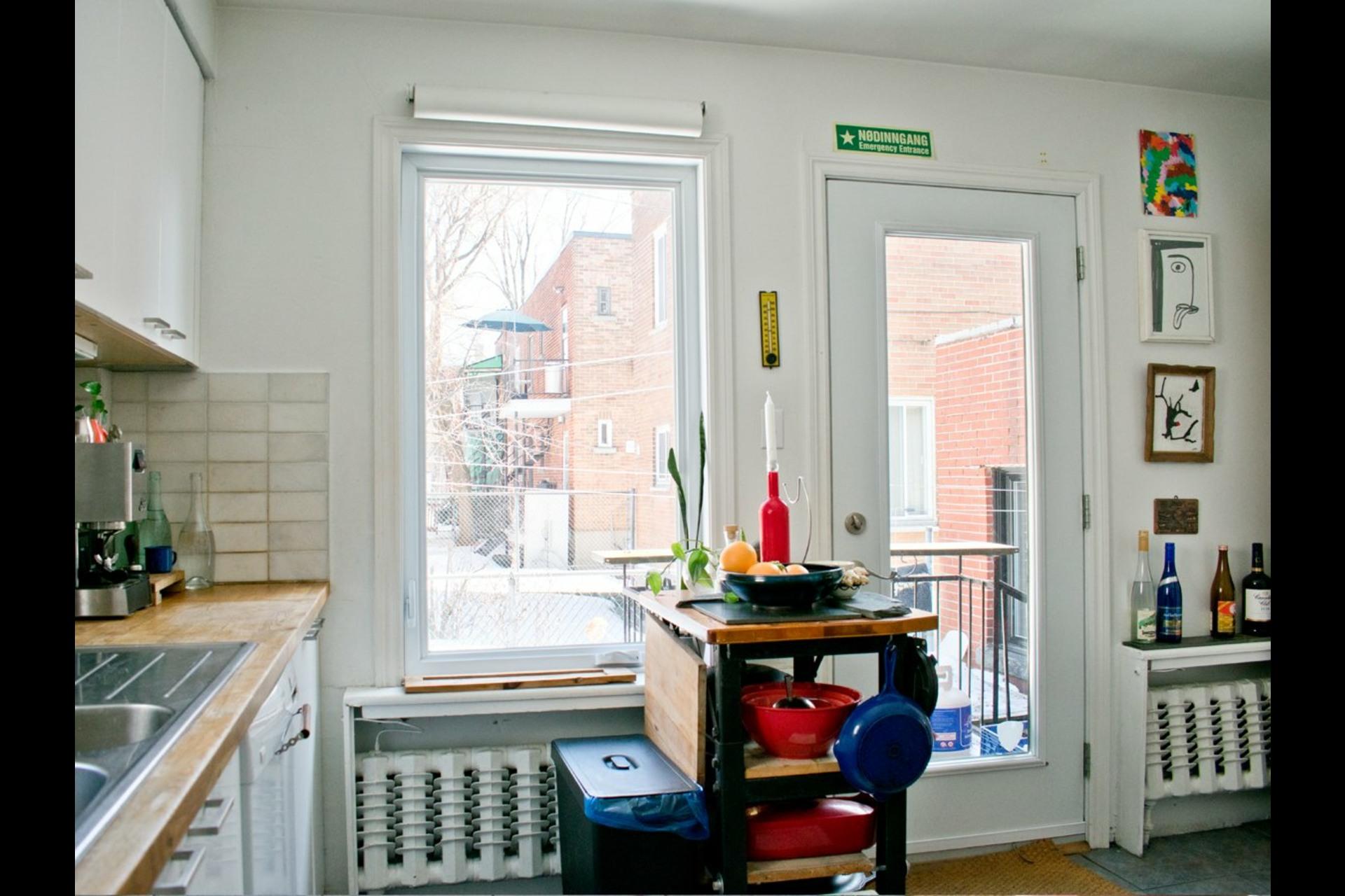 image 7 - House For sale Villeray/Saint-Michel/Parc-Extension Montréal  - 9 rooms