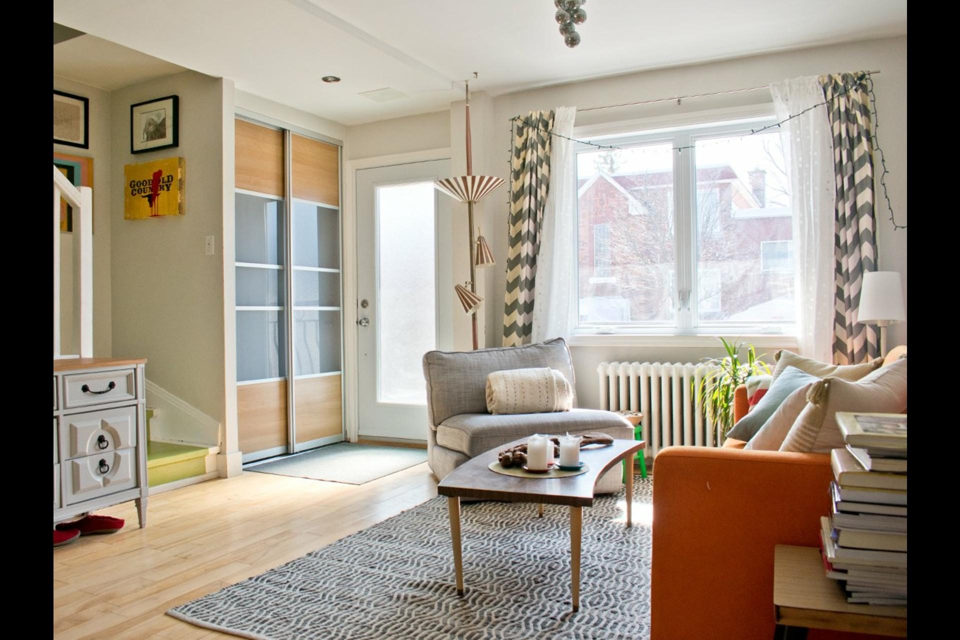 image 2 - House For sale Villeray/Saint-Michel/Parc-Extension Montréal  - 9 rooms