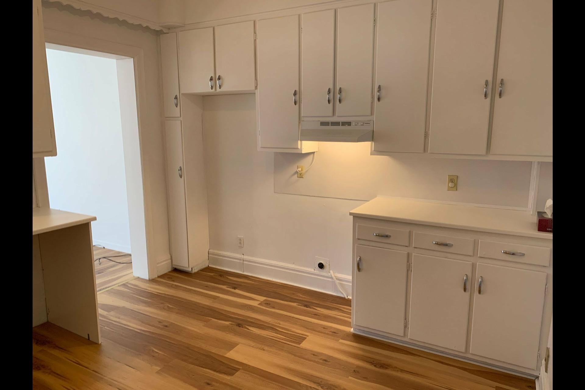 image 4 - Apartment For rent Côte-des-Neiges/Notre-Dame-de-Grâce Montréal  - 9 rooms