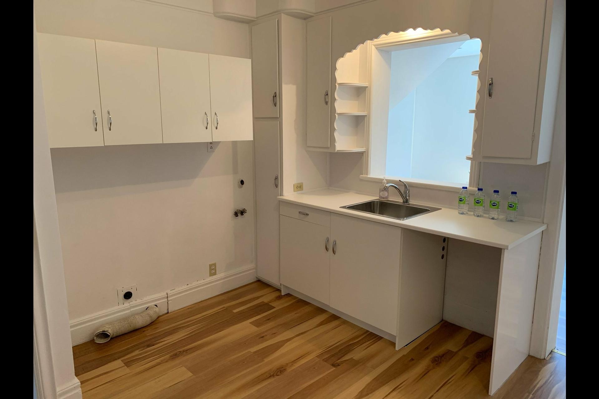 image 5 - Apartment For rent Côte-des-Neiges/Notre-Dame-de-Grâce Montréal  - 9 rooms