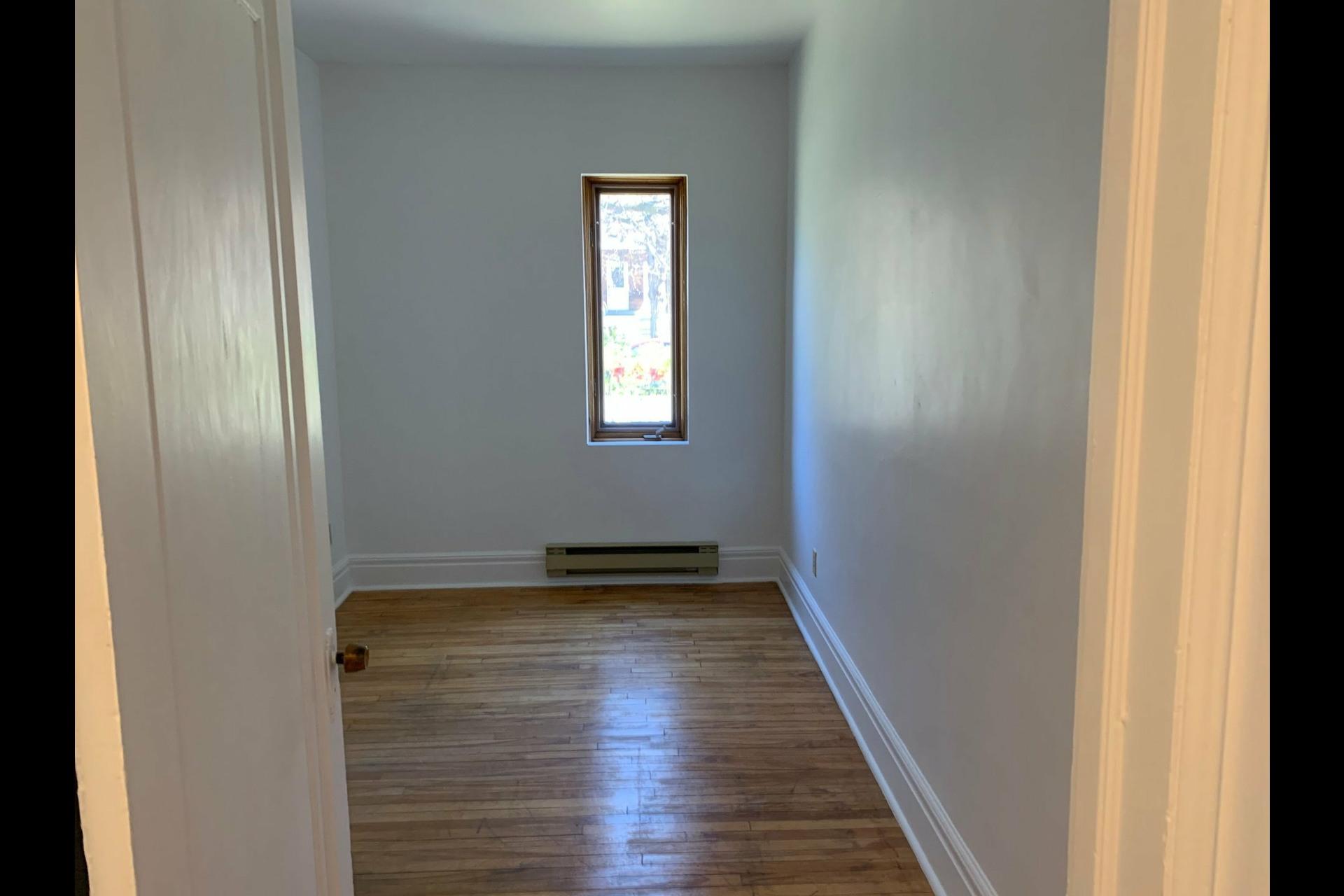 image 13 - Apartment For rent Côte-des-Neiges/Notre-Dame-de-Grâce Montréal  - 9 rooms