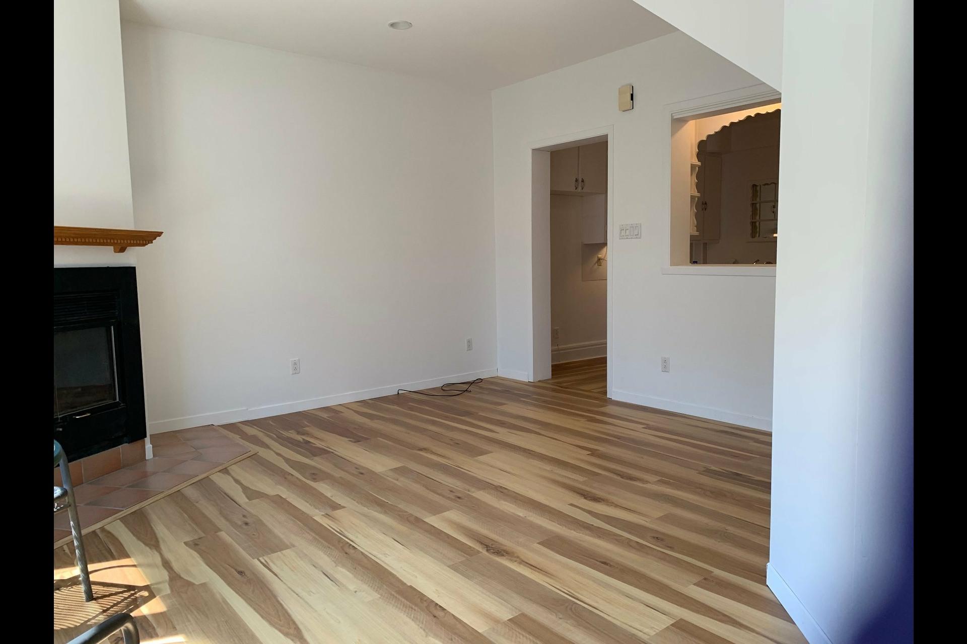 image 9 - Apartment For rent Côte-des-Neiges/Notre-Dame-de-Grâce Montréal  - 9 rooms